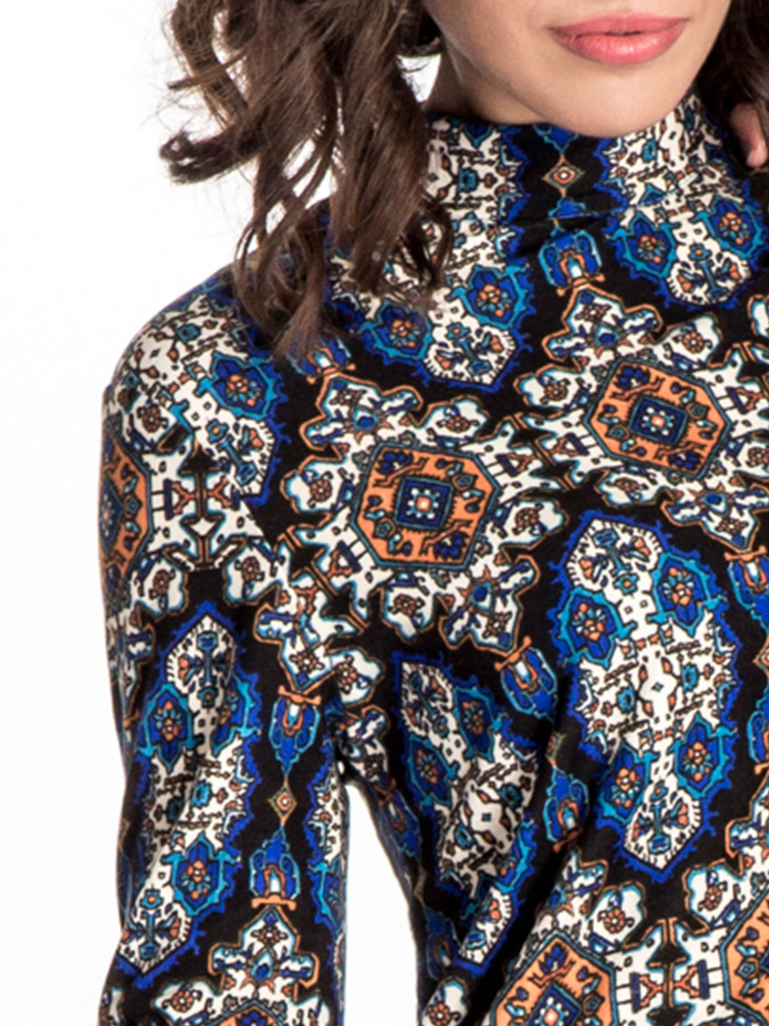 Niebieskie sukienka etno z rozszerzanymi rękawami                                  zdj.                                  4