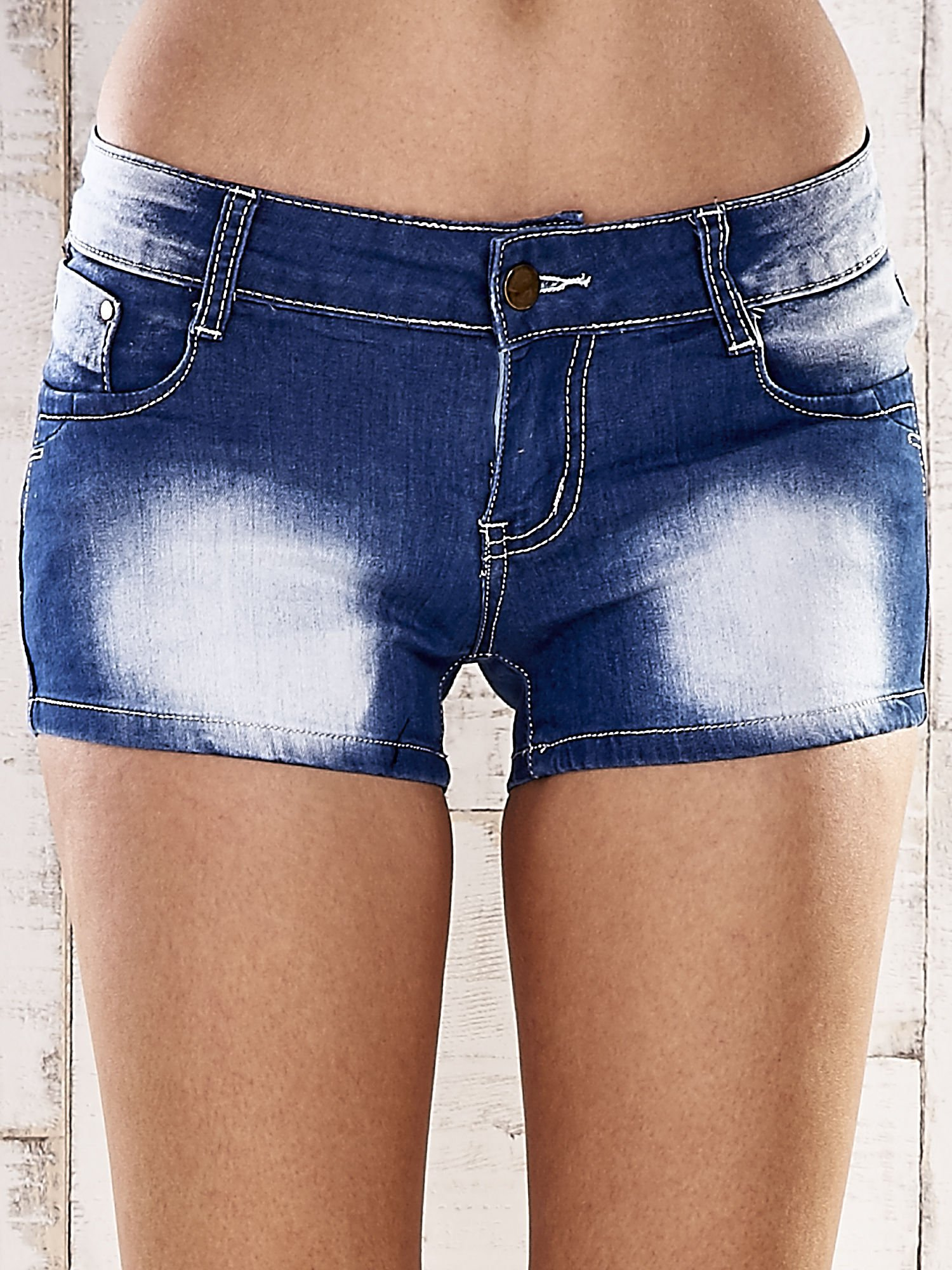 Niebieskie szorty jeansowe z kokardami na kieszeniach                                  zdj.                                  1