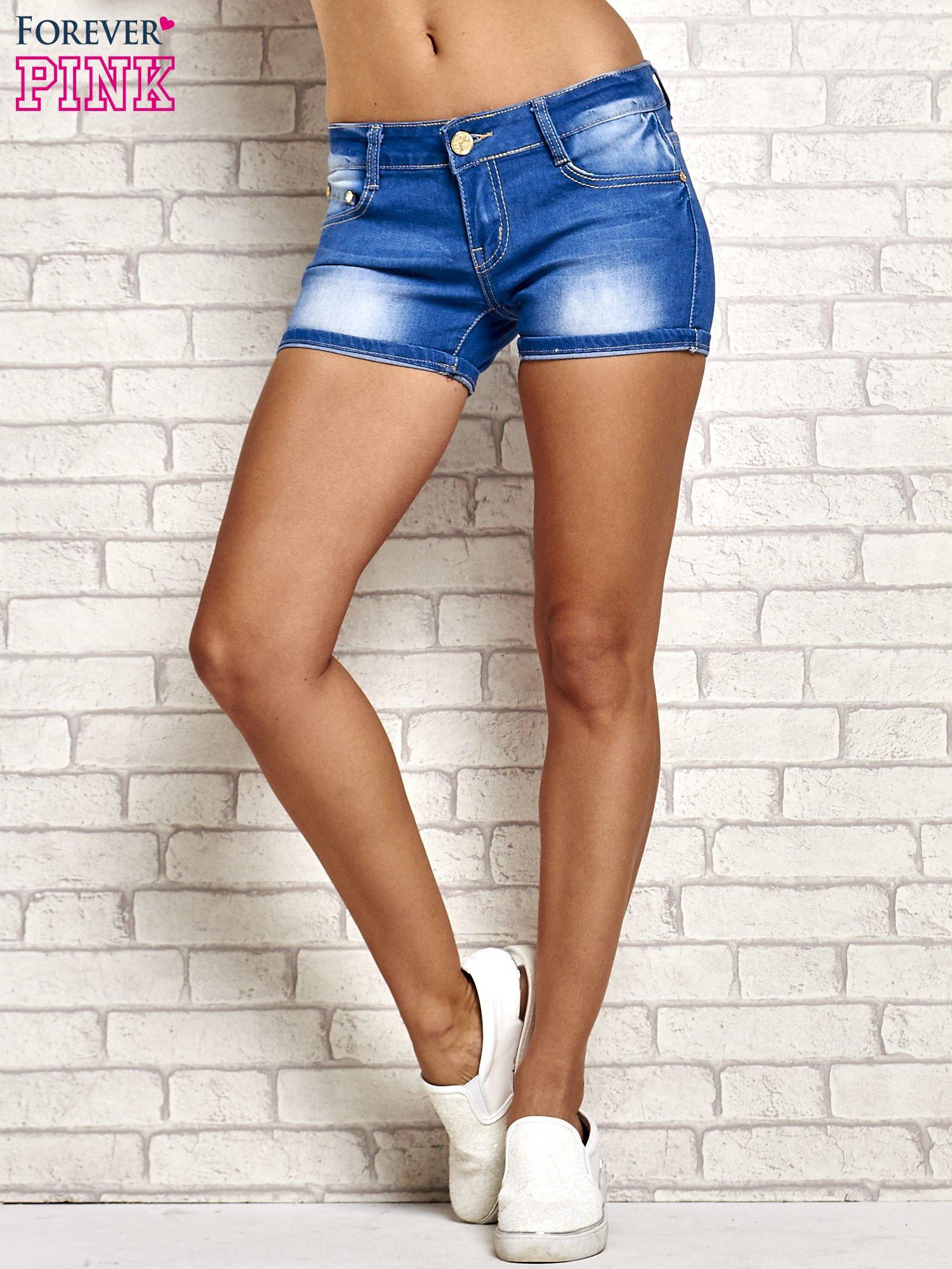 Niebieskie szorty jeansowe z przetarciami                                  zdj.                                  3