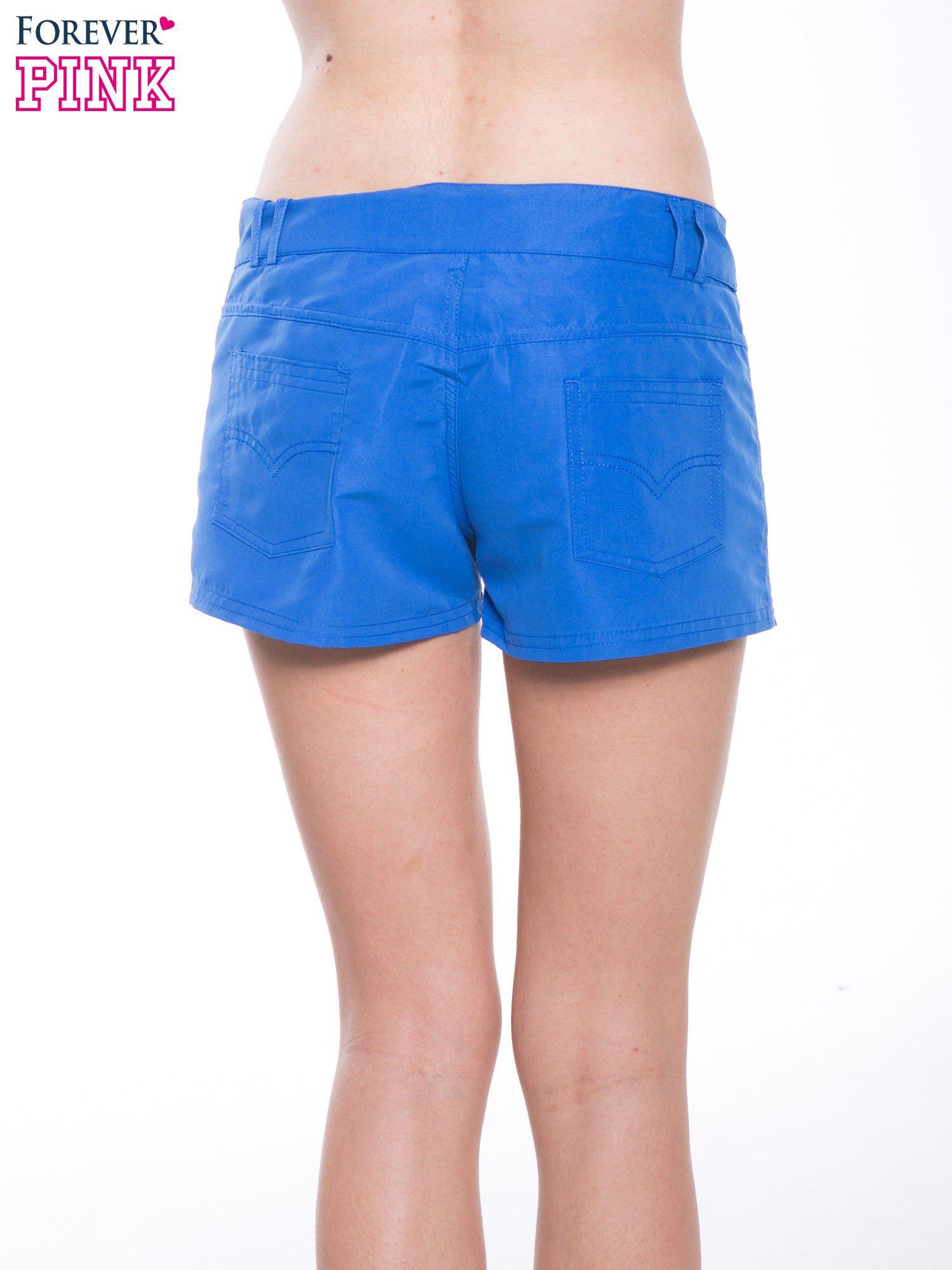 Niebieskie szorty plażowe wiązane w pasie                                  zdj.                                  6