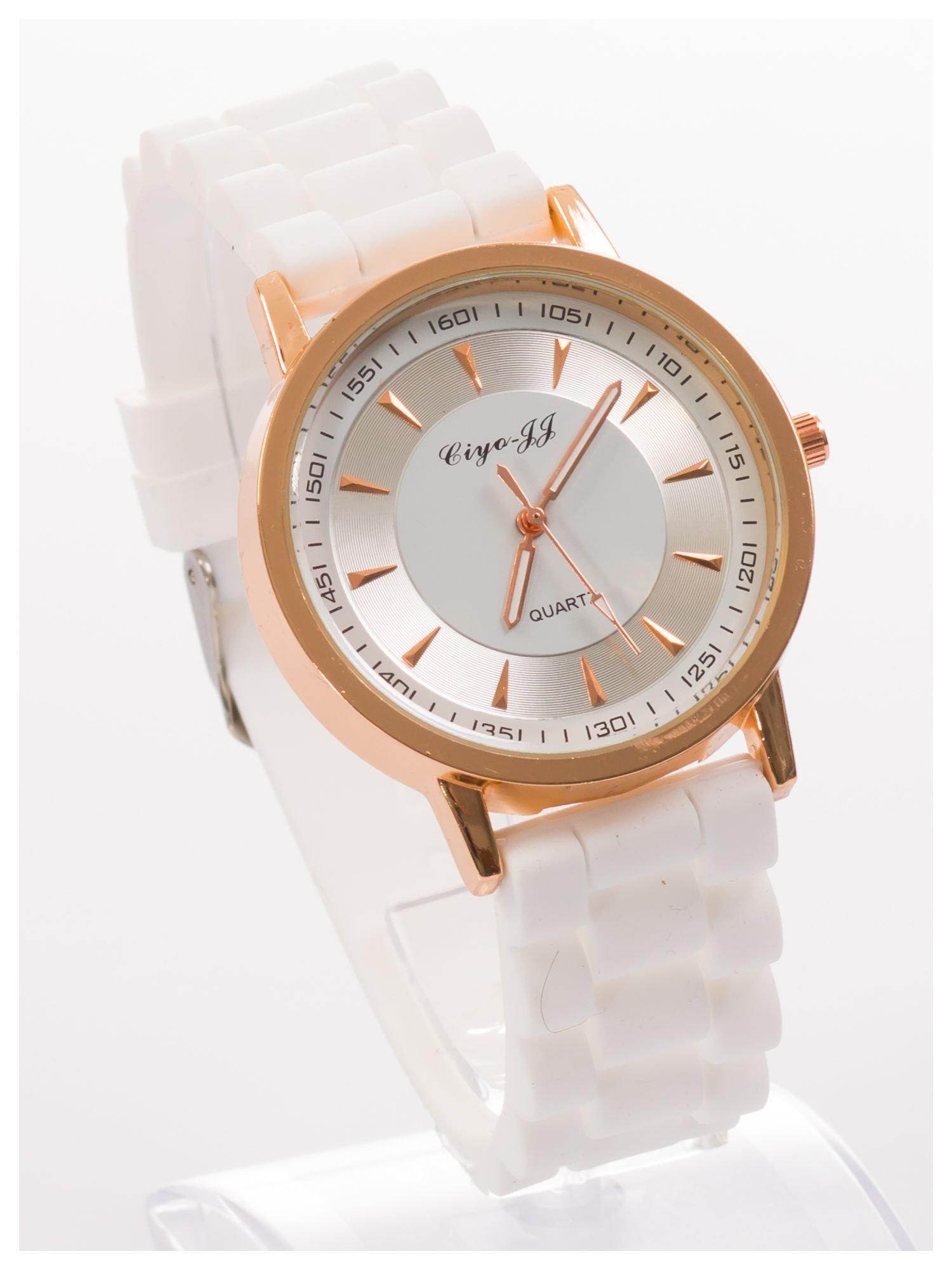Nowoczesny i elegancki damski zegarek na wygodnym silikonowym pasku. Doskonały na każdą okazję.                                   zdj.                                  2