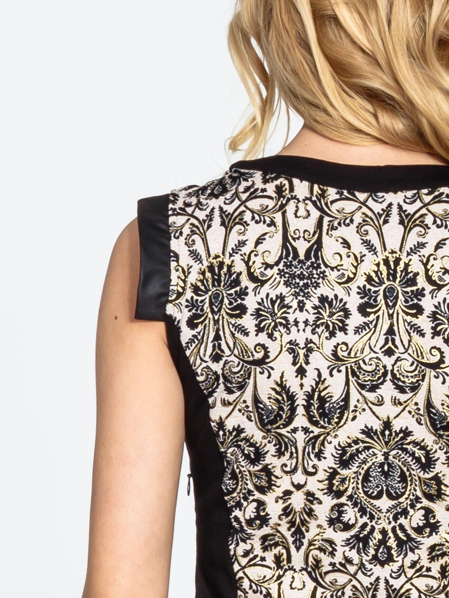 Ornamentowa sukienka z czarnymi modułami                                  zdj.                                  7