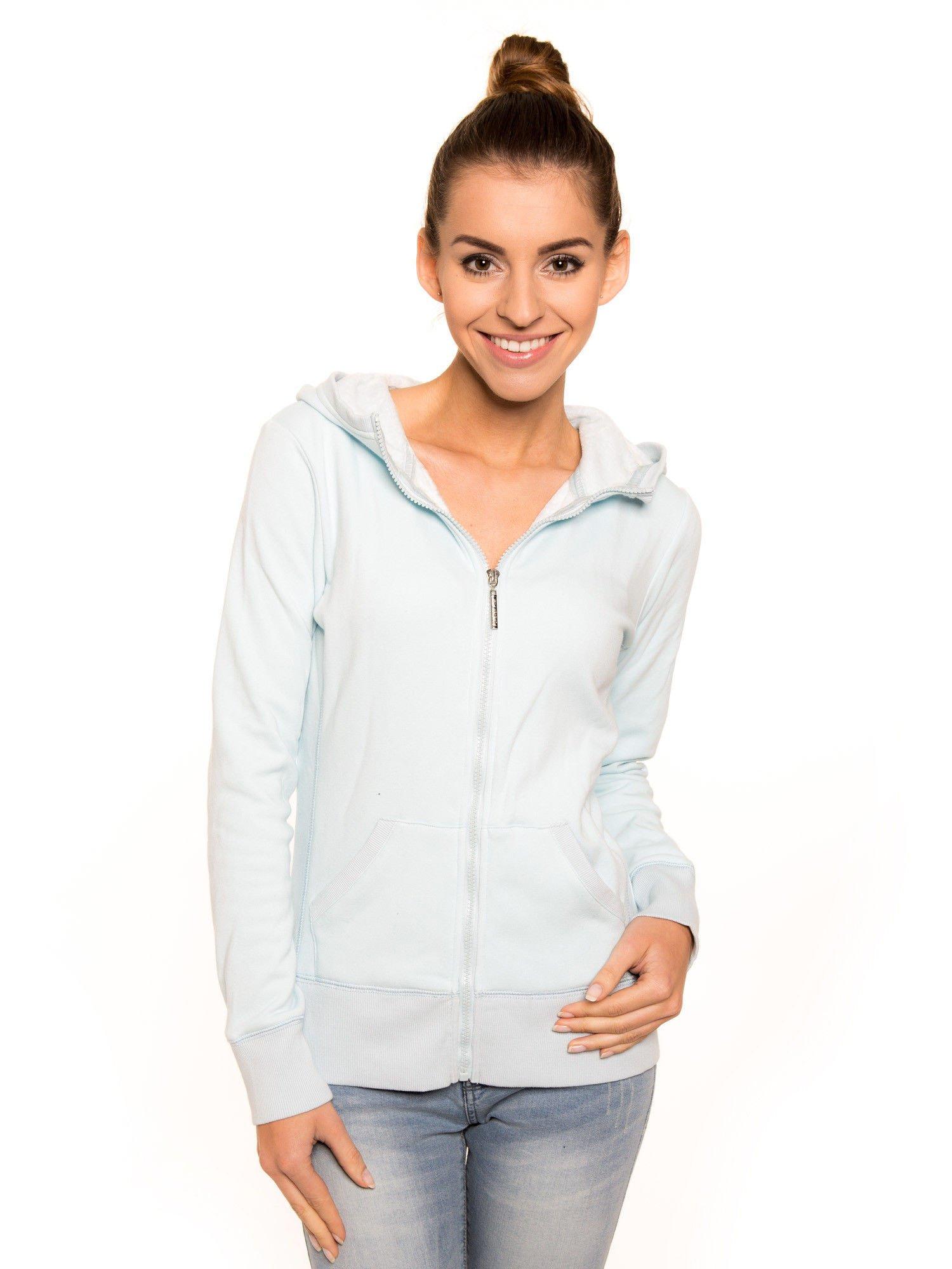 Pastelowo niebieska bluza z kapturem                                  zdj.                                  1