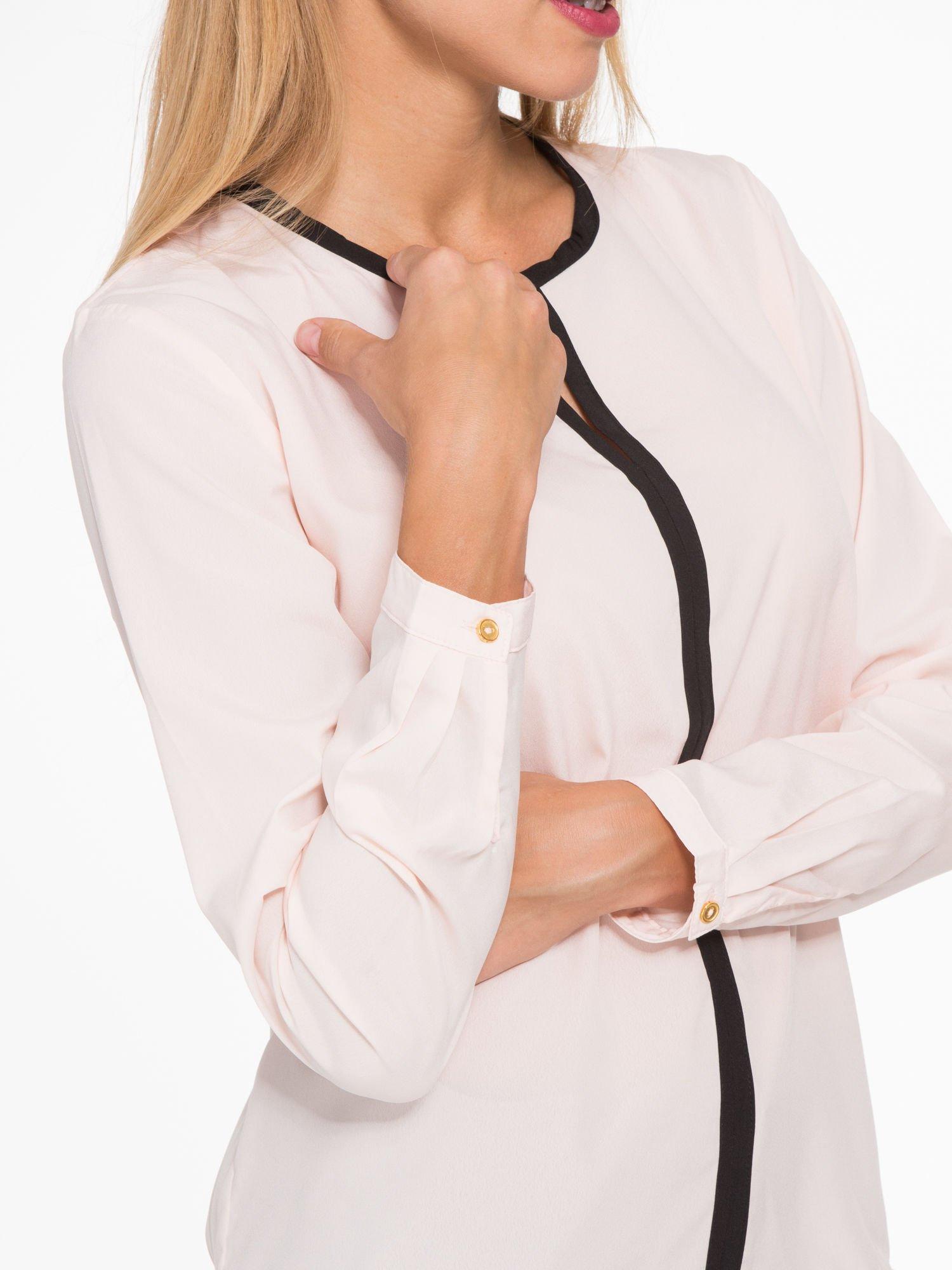 Pasteloworóżowa koszula z kontrastową listwą                                  zdj.                                  6
