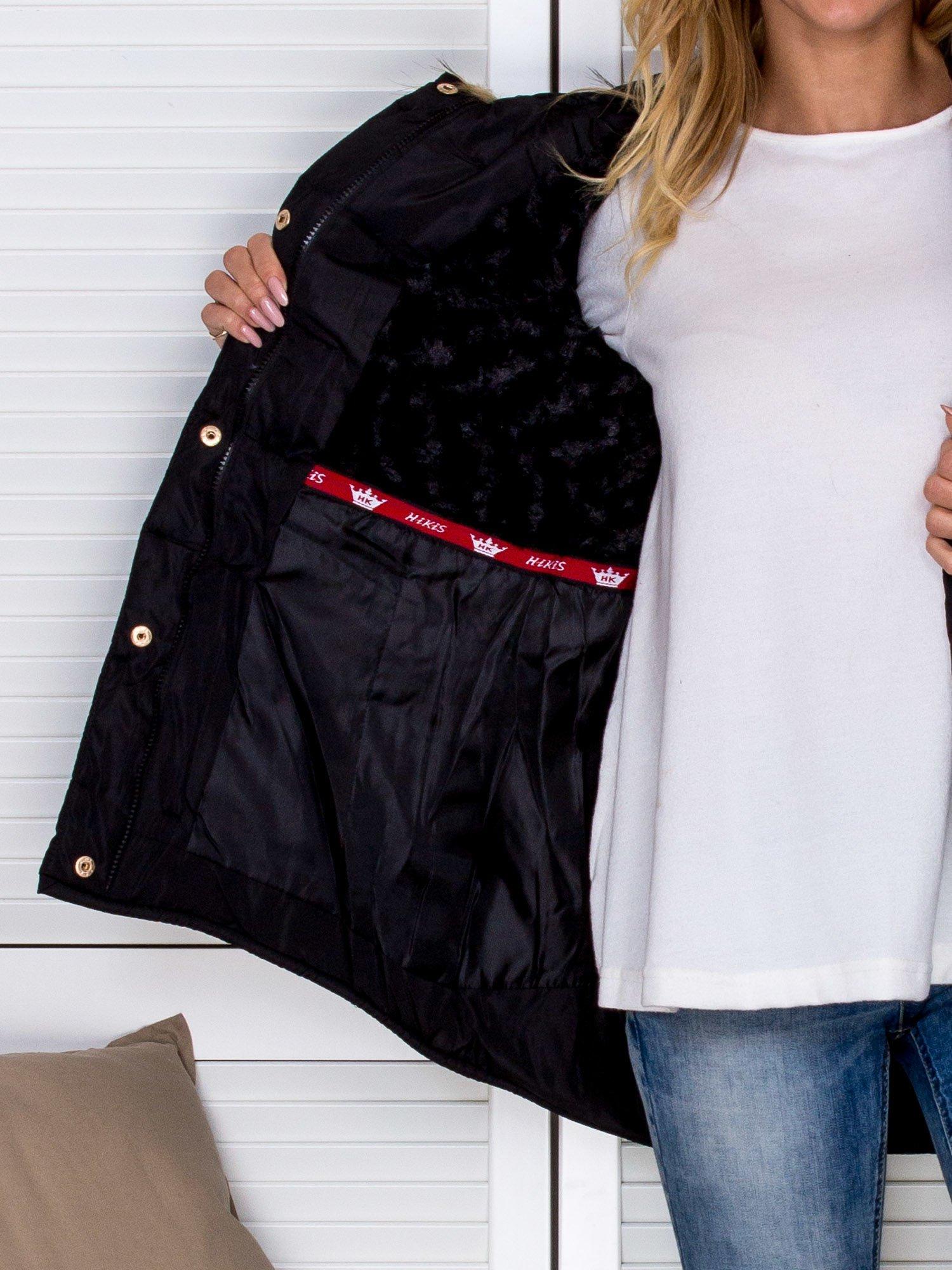 6ffe9ead27b55 Pikowana kurtka zimowa z futrzanym kapturem czarna - Kurtka zimowa ...