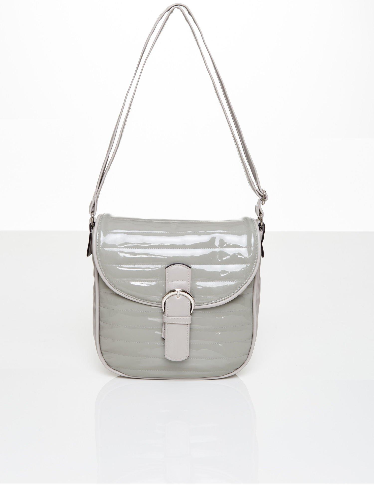 ed51be8cc940f Pikowana torba listonoszka na ramię lakierowana szara - Akcesoria torba -  sklep eButik.pl