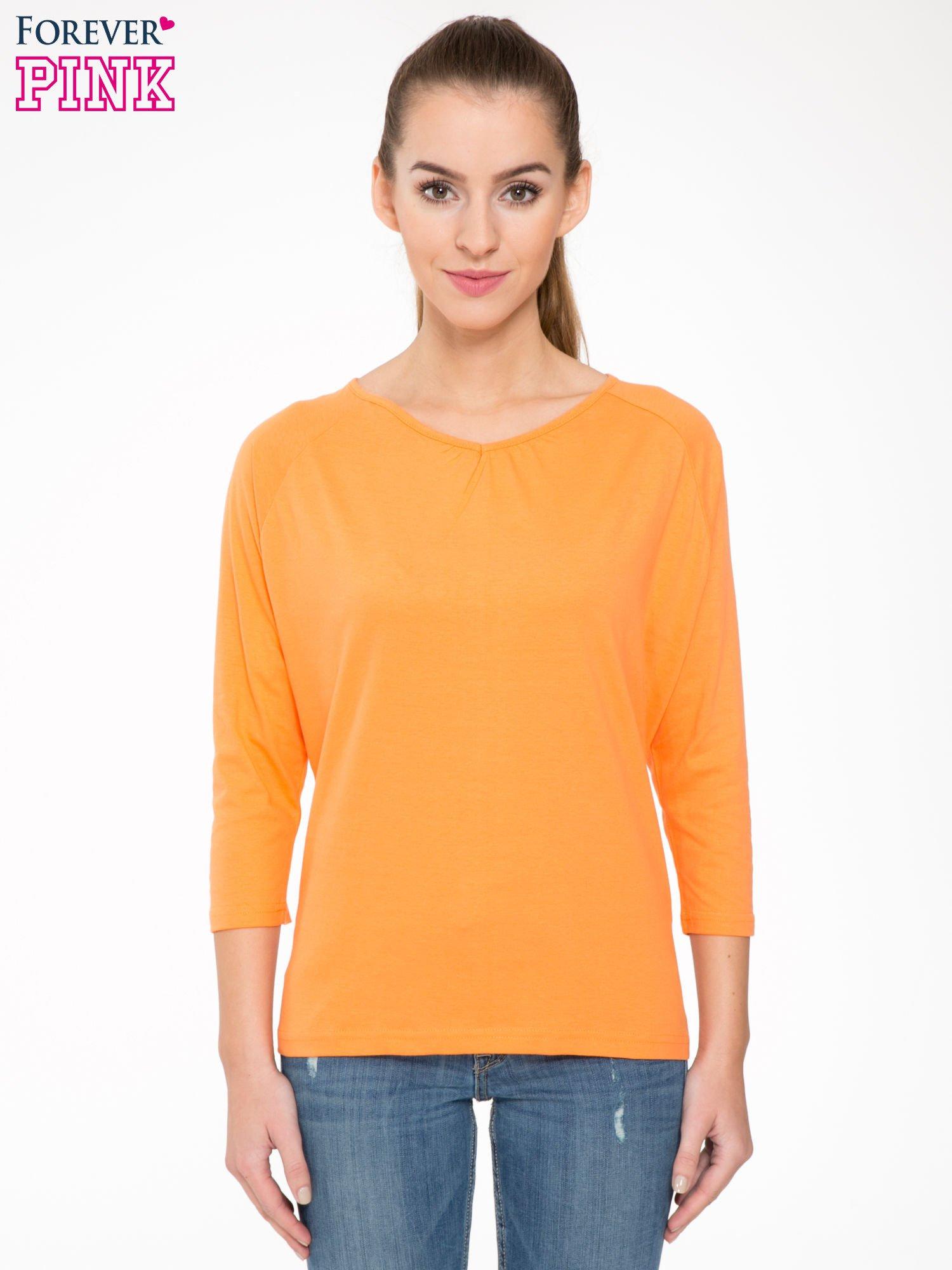 Pomarańczowa bluzka z marszczonym dekoltem i rękawkami 3/4                                  zdj.                                  1