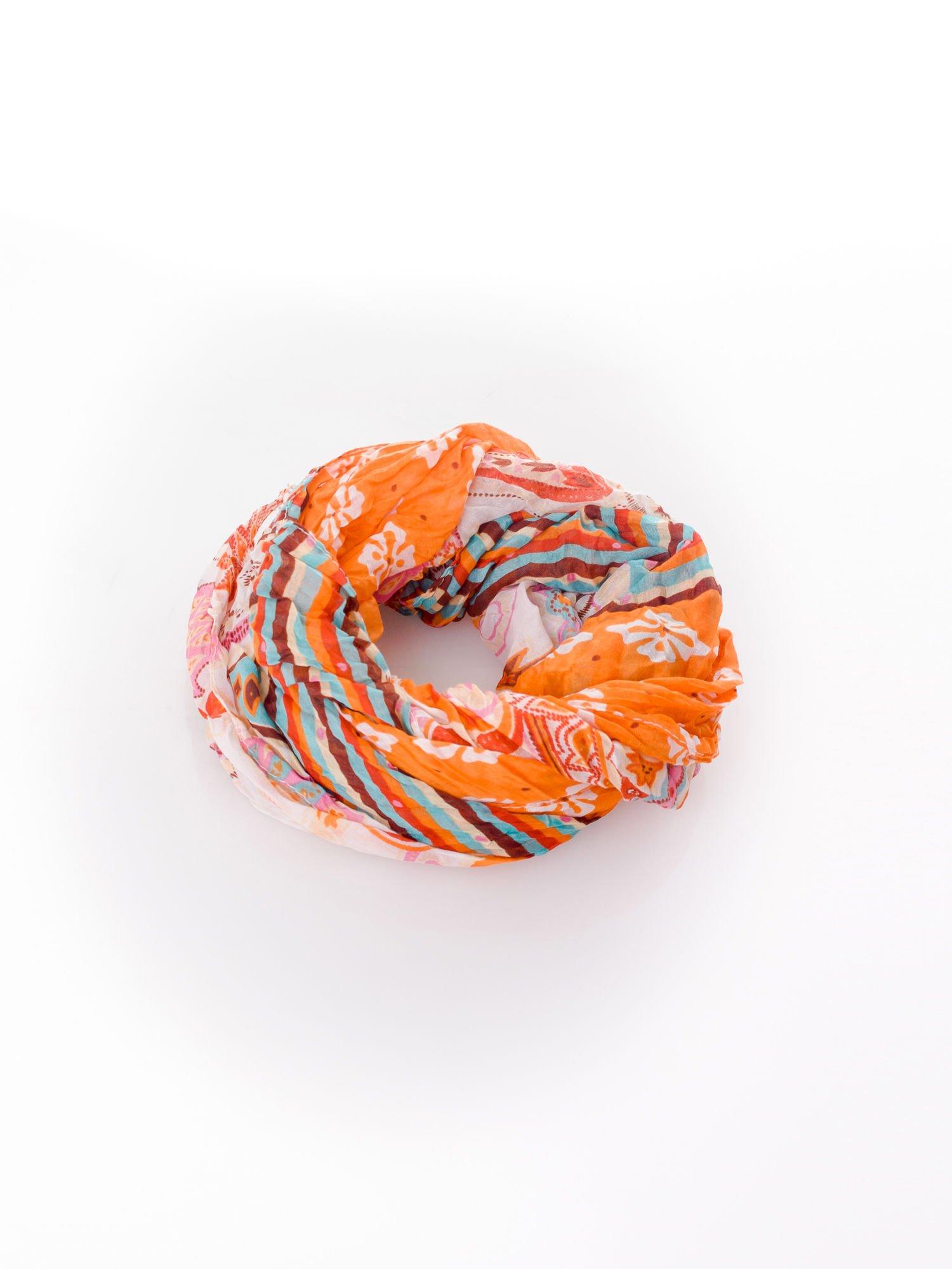 Pomarańczowa chusta we wzór patchworkowy                                  zdj.                                  2