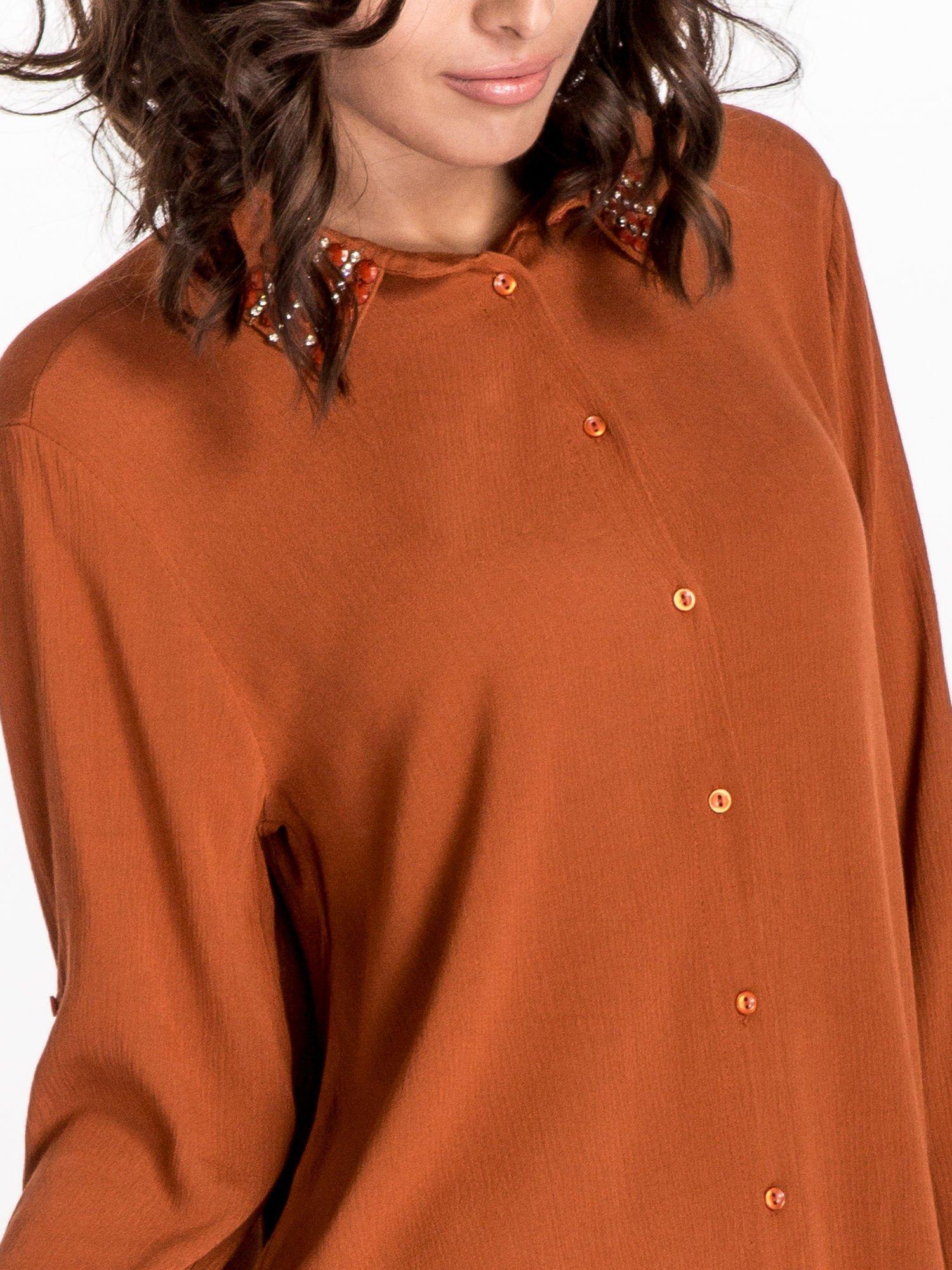 Pomarańczowa koszula z kołnierzykiem zdobionym kamieniami                                  zdj.                                  4