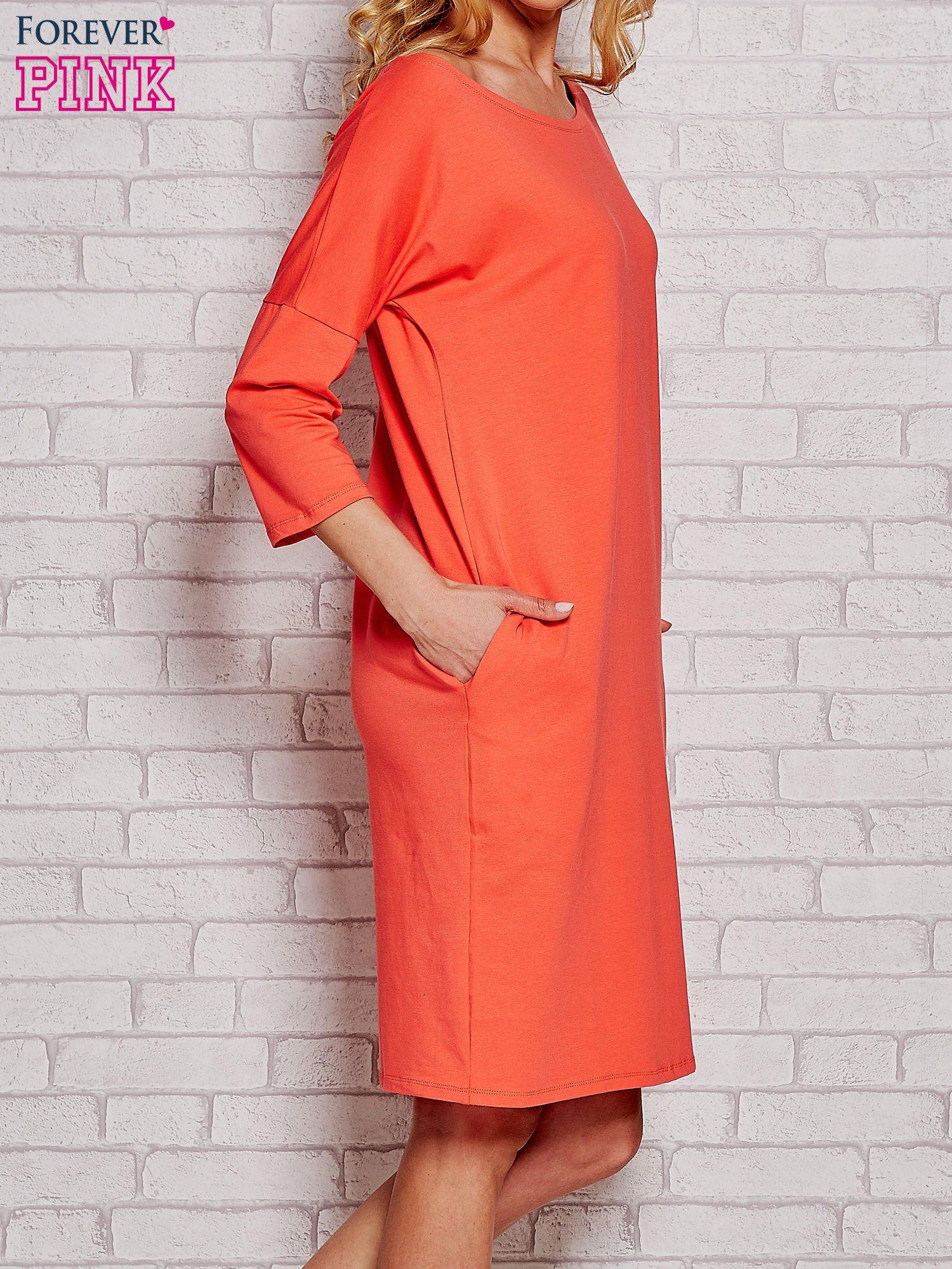 Pomarańczowa prosta sukienka dresowa                                  zdj.                                  3
