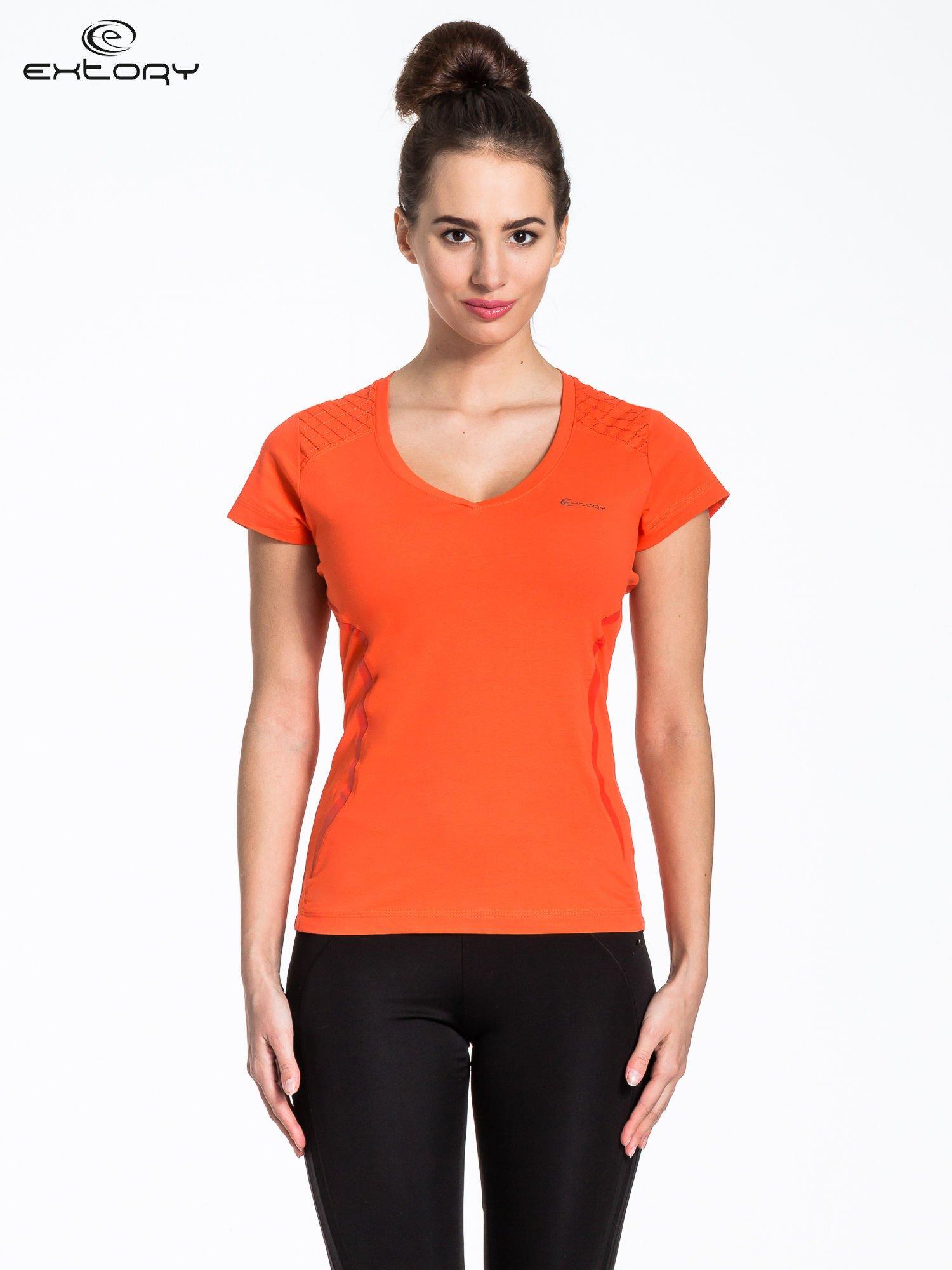 Pomarańczowy t-shirt sportowy z pikowaną wstawką                                  zdj.                                  1