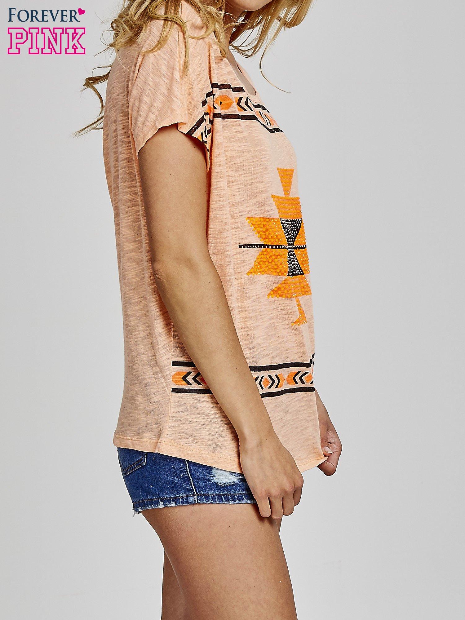Pomarańczowy t-shirt we wzory azteckie z dżetami                                  zdj.                                  3