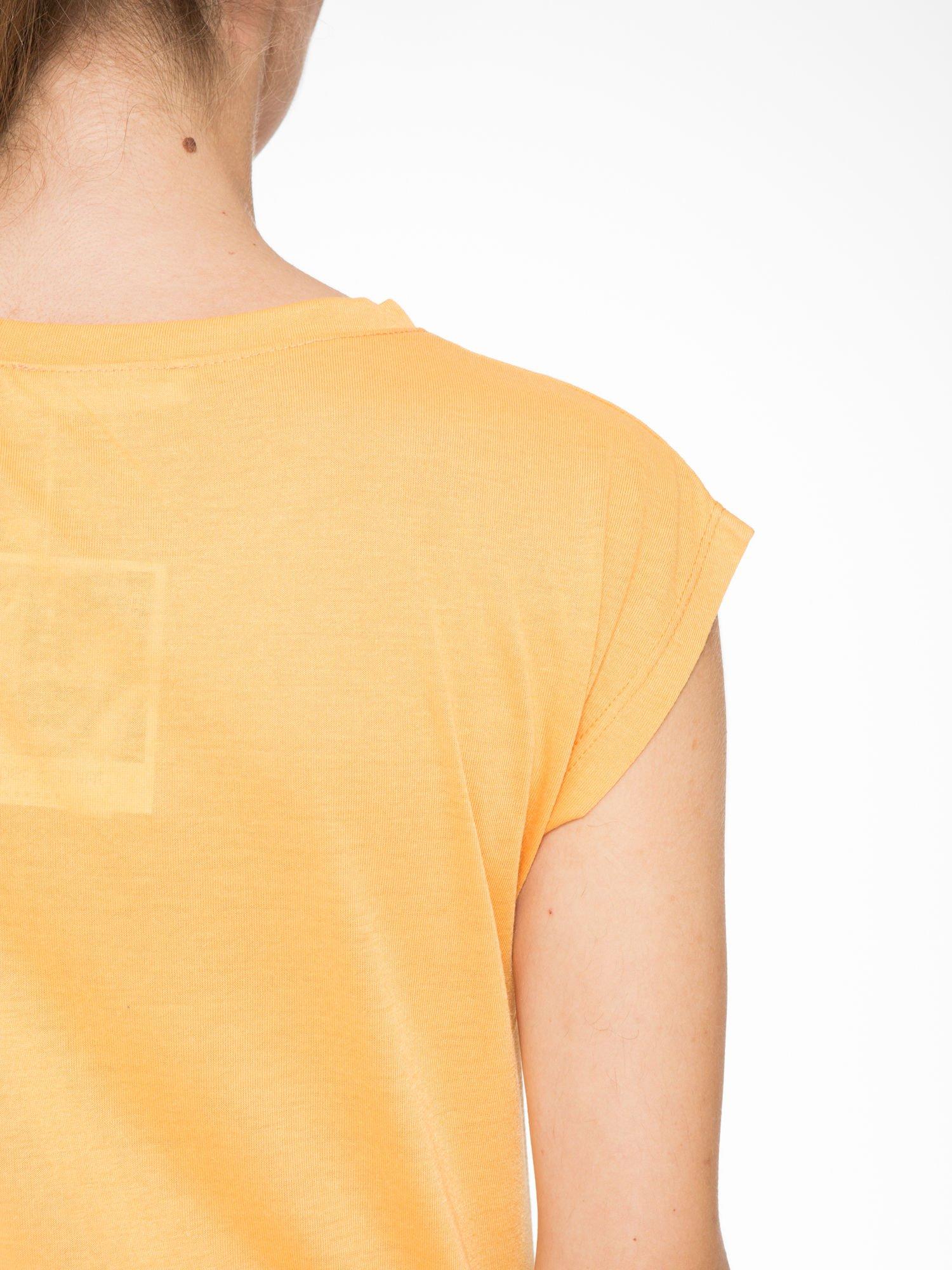 Pomarańczowy t-shirt z nadrukiem NYC zdobiony dżetami                                  zdj.                                  8