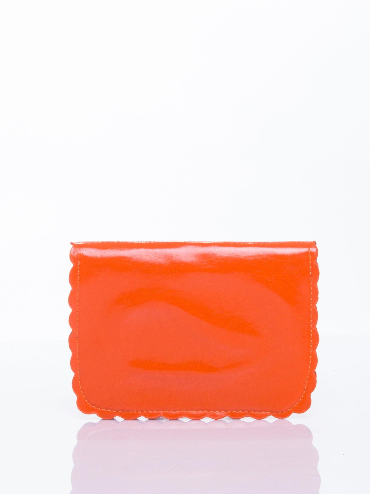 Pomrańczowa torebka listonoszka z falowanym wykończeniem                                  zdj.                                  3