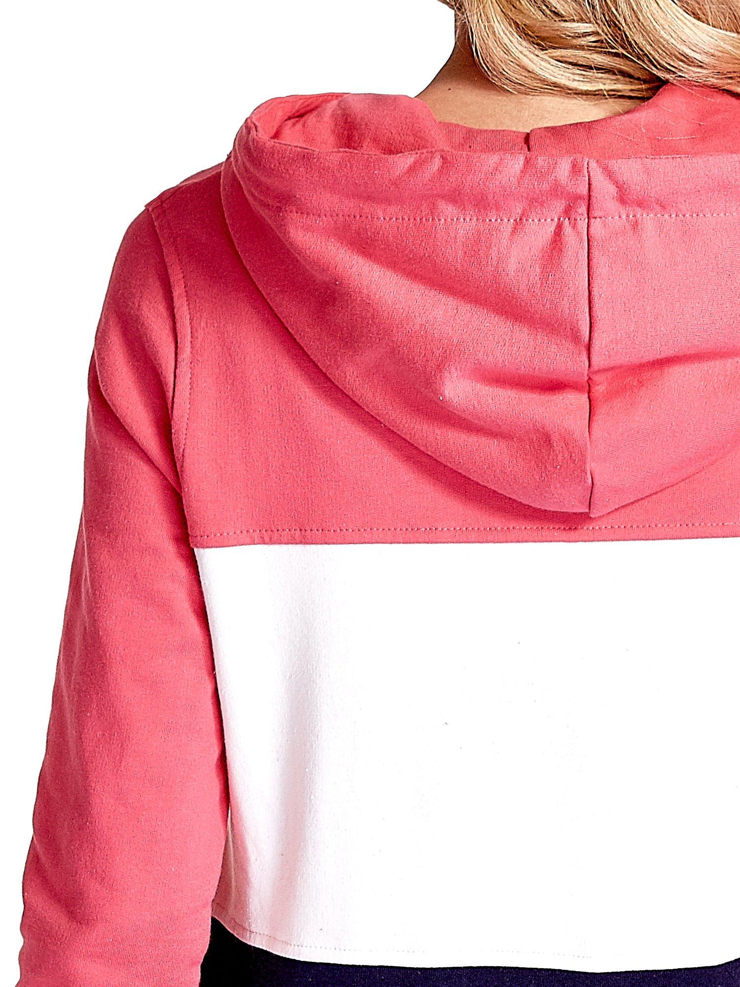 Różowa bluza z kapturem z białym i granatowym wykończeniem                                  zdj.                                  7