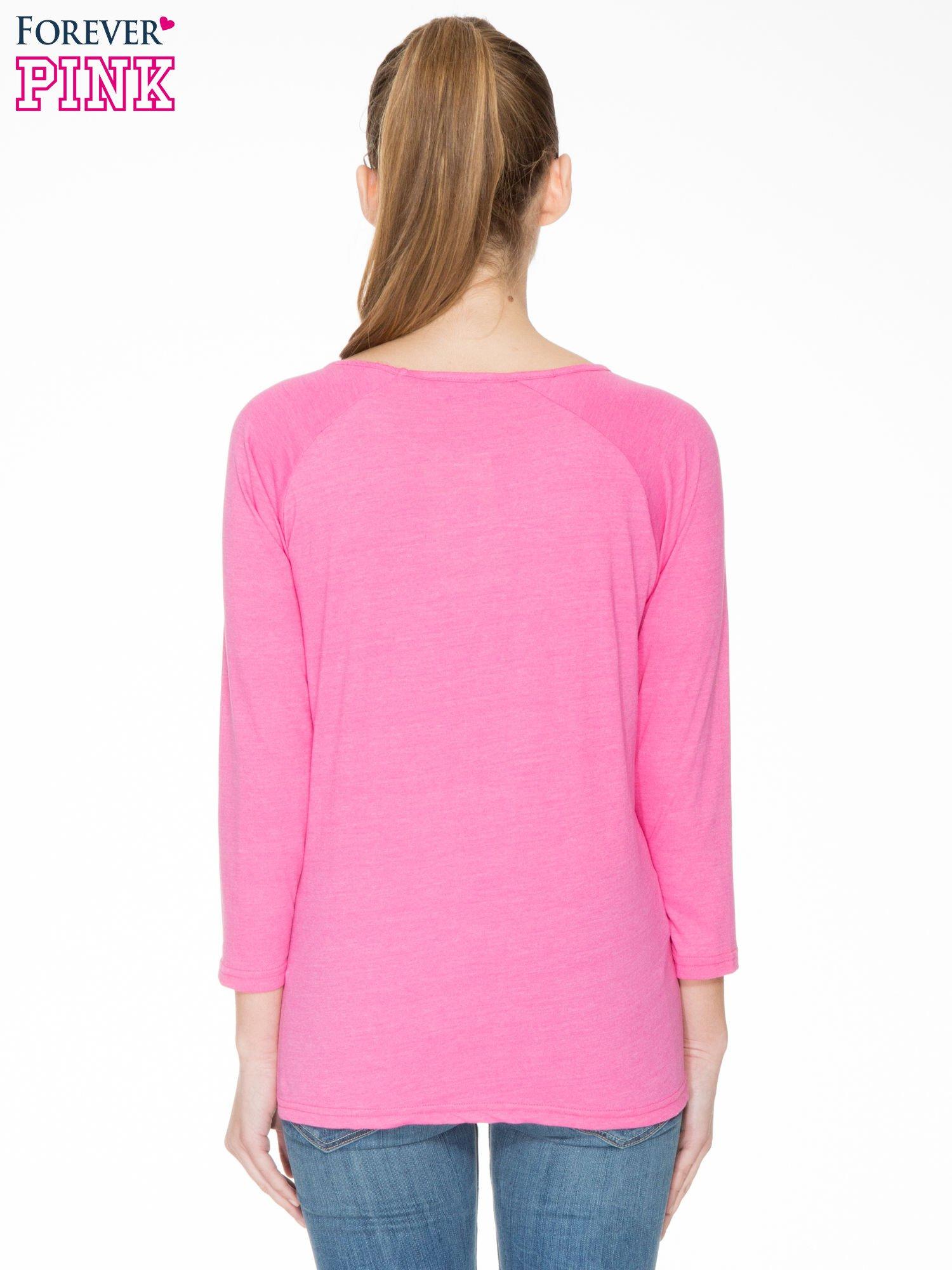 Różowa bluzka z marszczonym dekoltem i rękawkami 3/4                                  zdj.                                  4