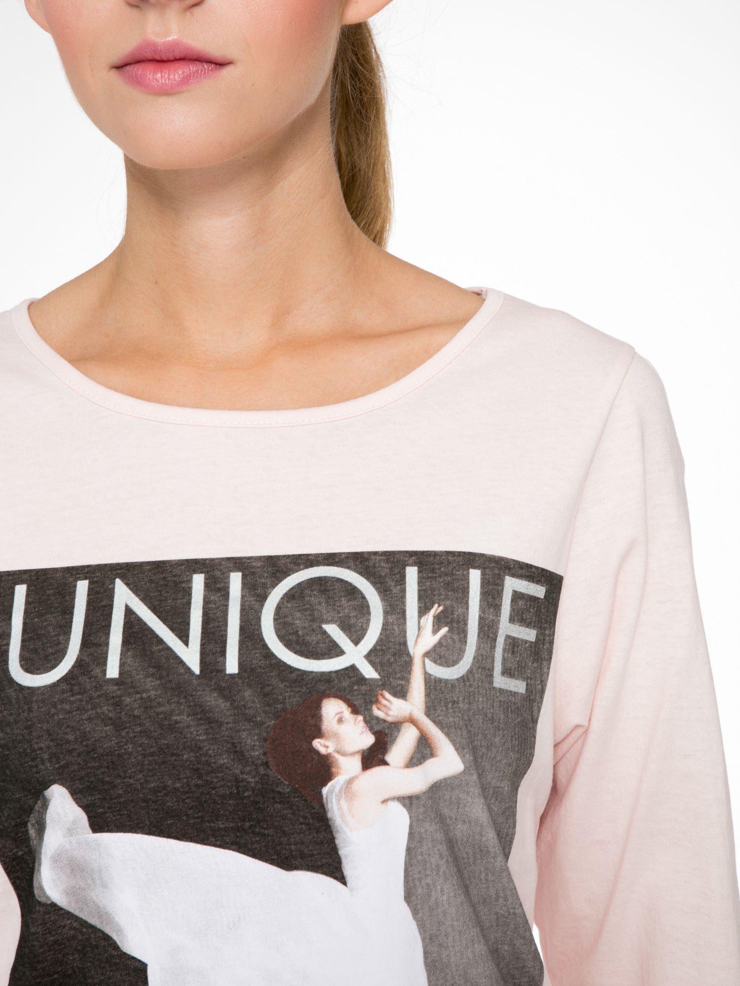 Różowa bluzka z nadrukiem kobiety i napisem UNIQUE                                  zdj.                                  6