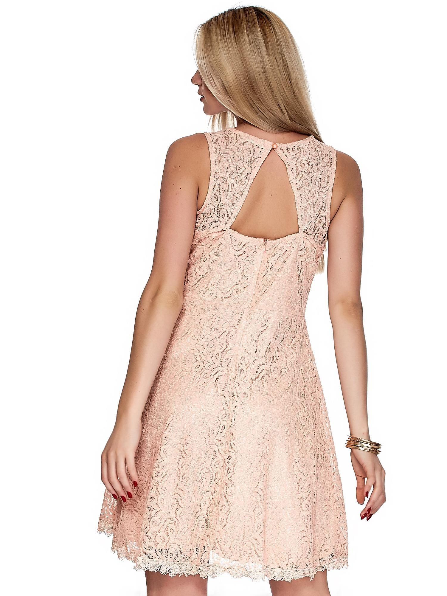 a5262cd7c1 1  Różowa koronkowa sukienka z trójkątnym wycięciem na plecach ...