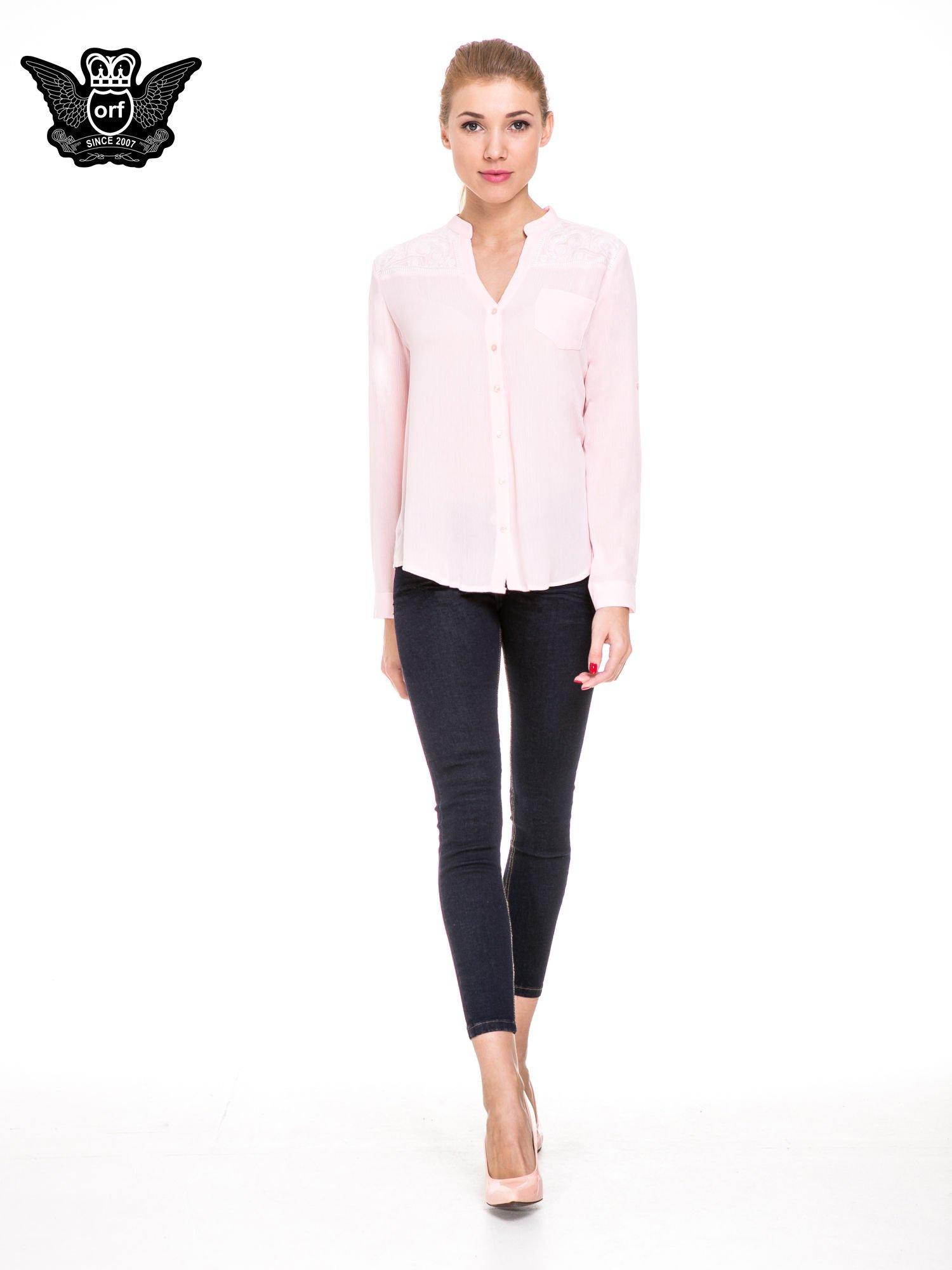 Różowa koszula damska z haftem na ramionach                                  zdj.                                  2