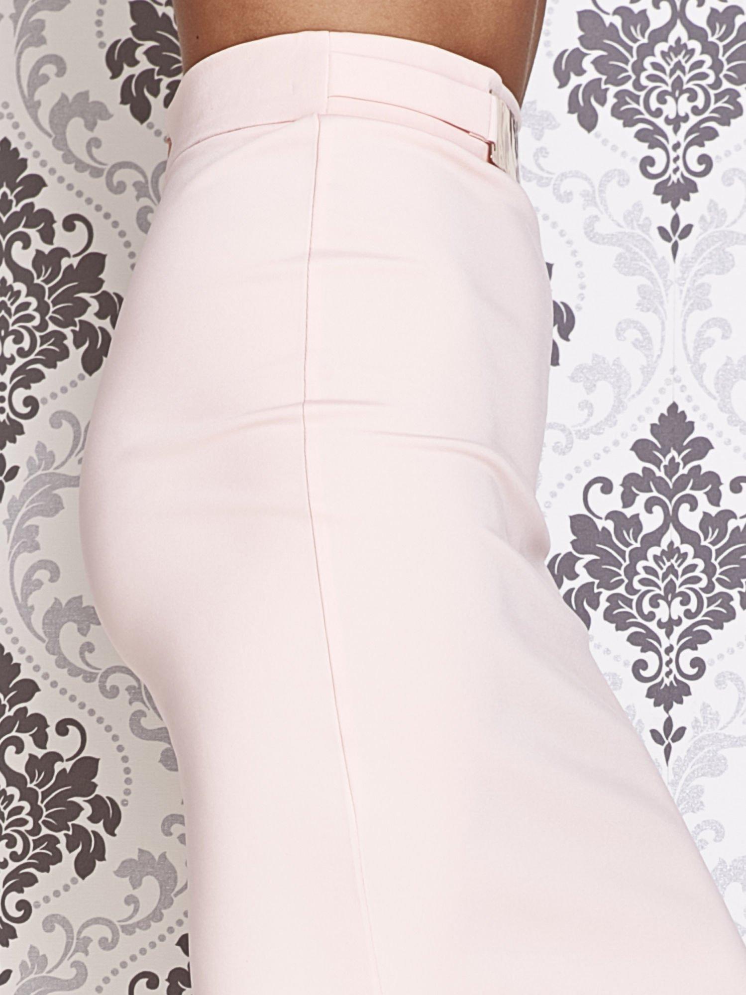 Różowa ołówkowa spódnica w stylu glam                                  zdj.                                  5