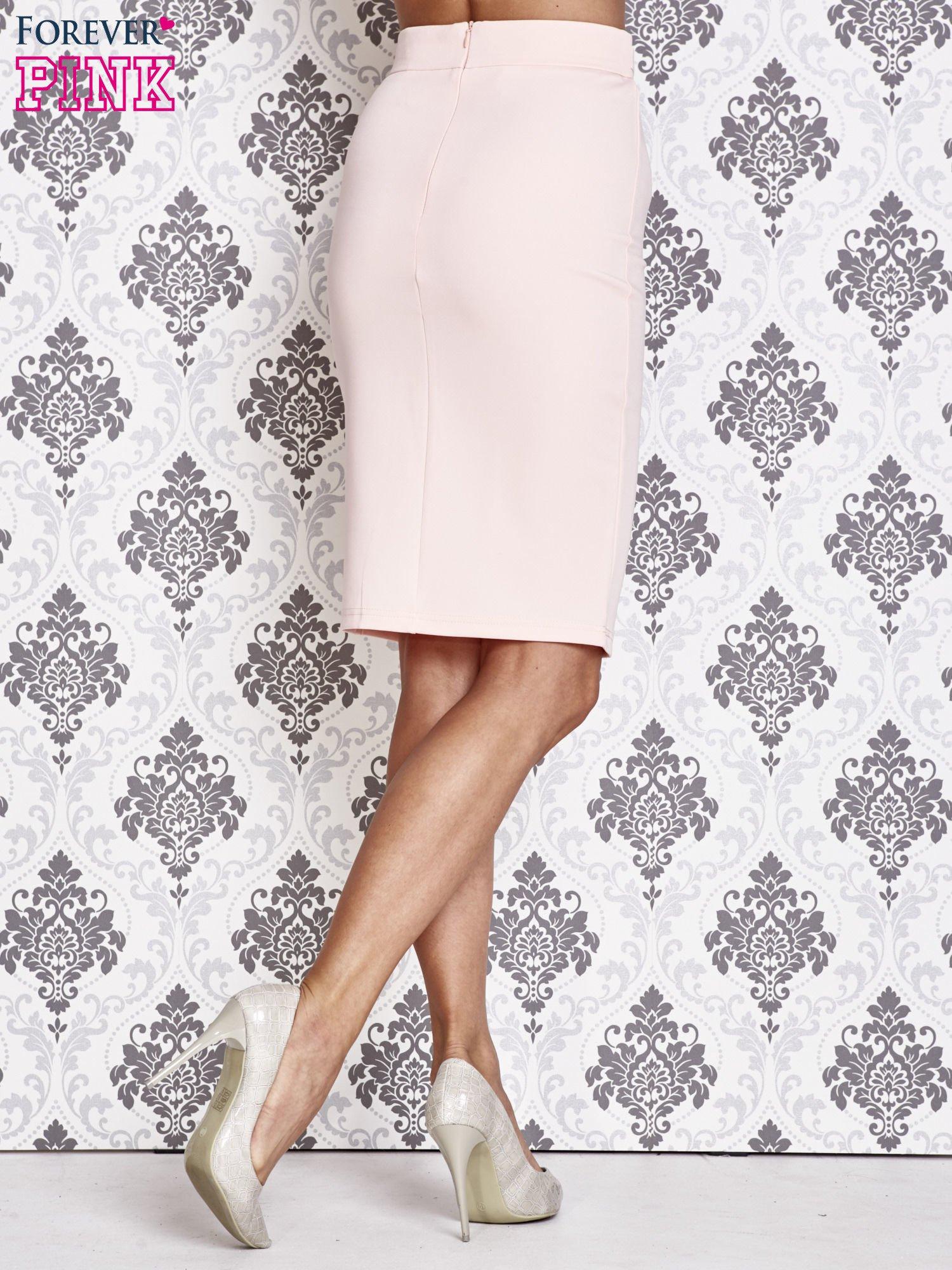 Różowa ołówkowa spódnica w stylu glam                                  zdj.                                  4