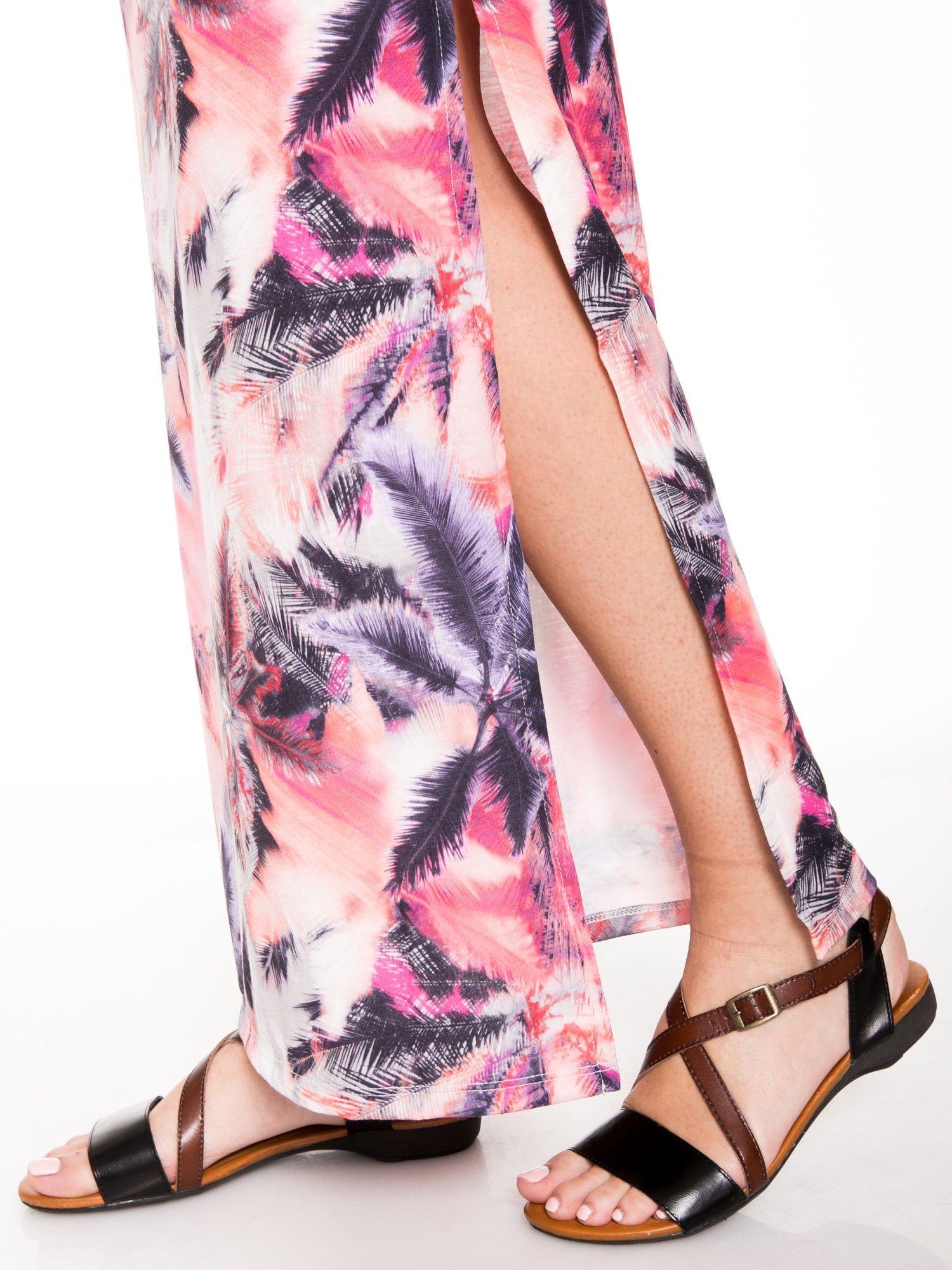 Różowa spódnica maxi z rozporkiem w egzotyczny nadruk palm                                  zdj.                                  6