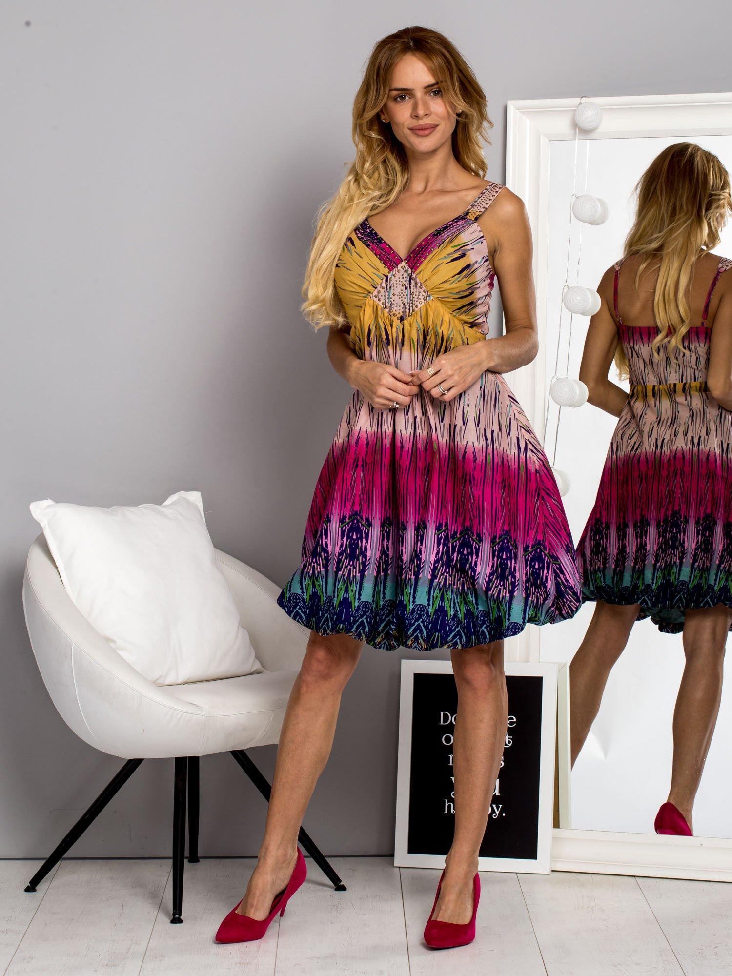 Różowa sukienka na ramiączka w stylu etno                                  zdj.                                  4