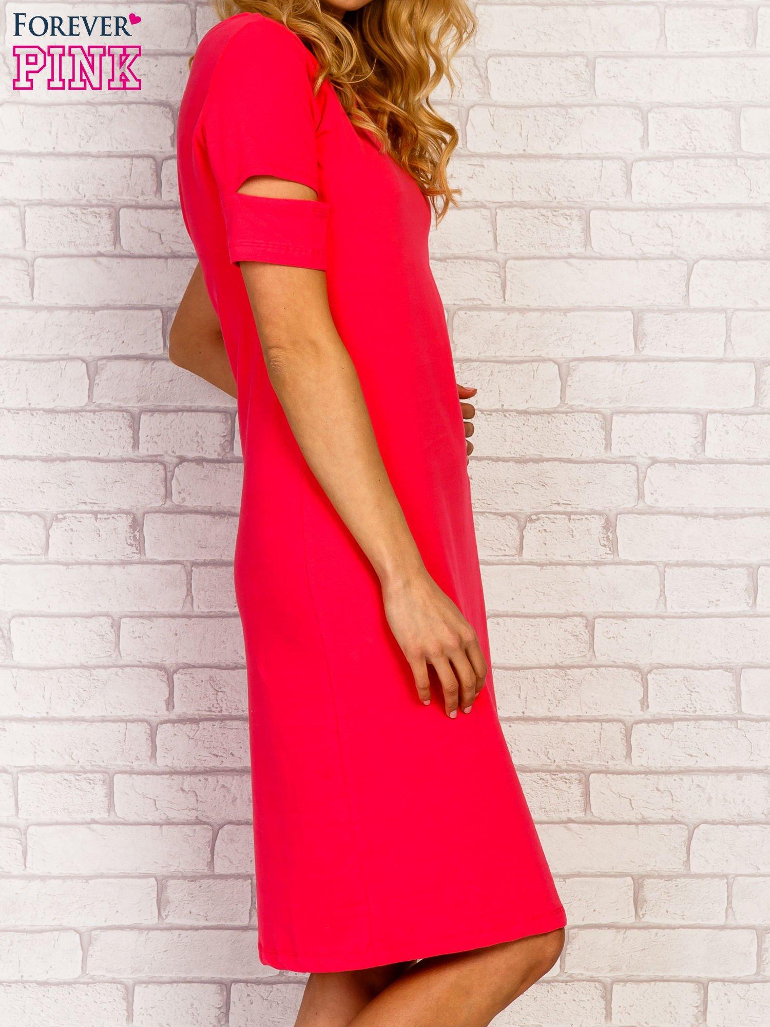 Różowa sukienka z rozcięciami na rękawach                                  zdj.                                  3