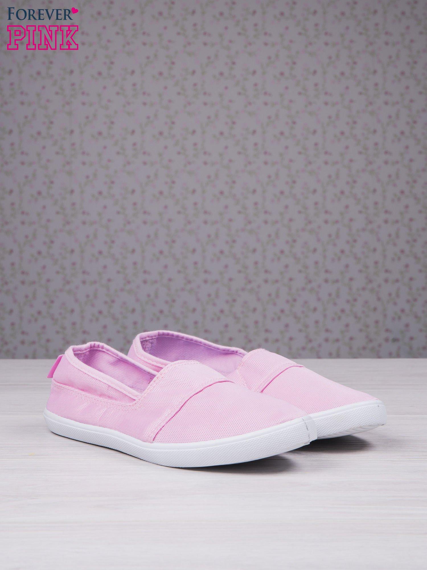Różowe baleriny Comfy z półbłyszczącego siateczkowego materiału z przeszyciami                                  zdj.                                  2