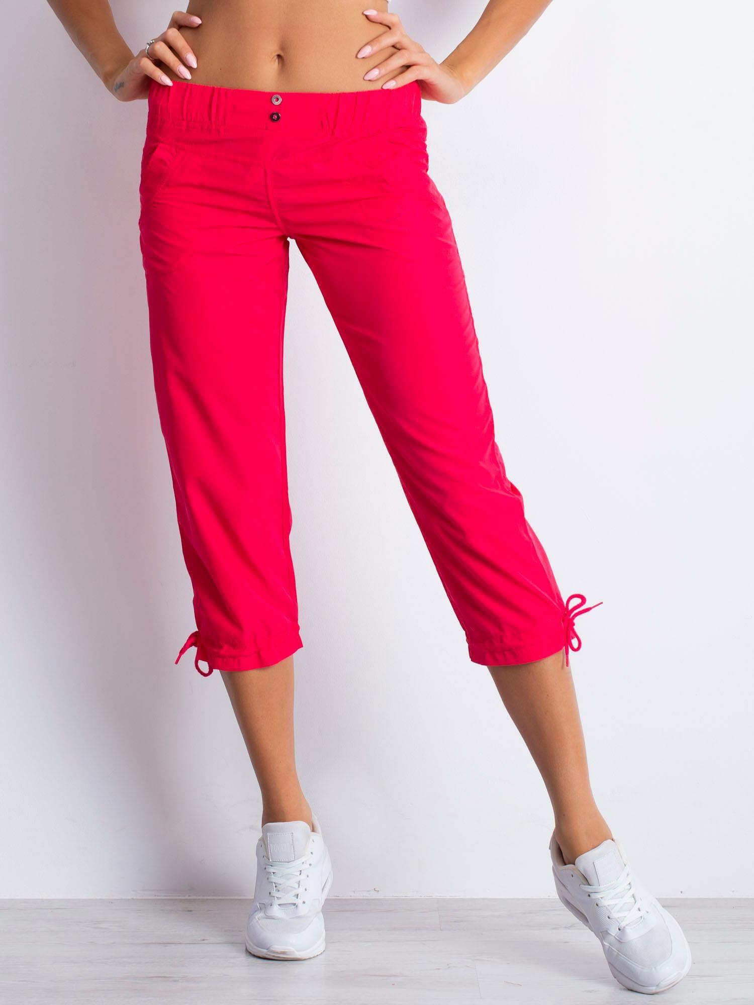 Różowe spodnie sportowe capri z guzikami                                  zdj.                                  1
