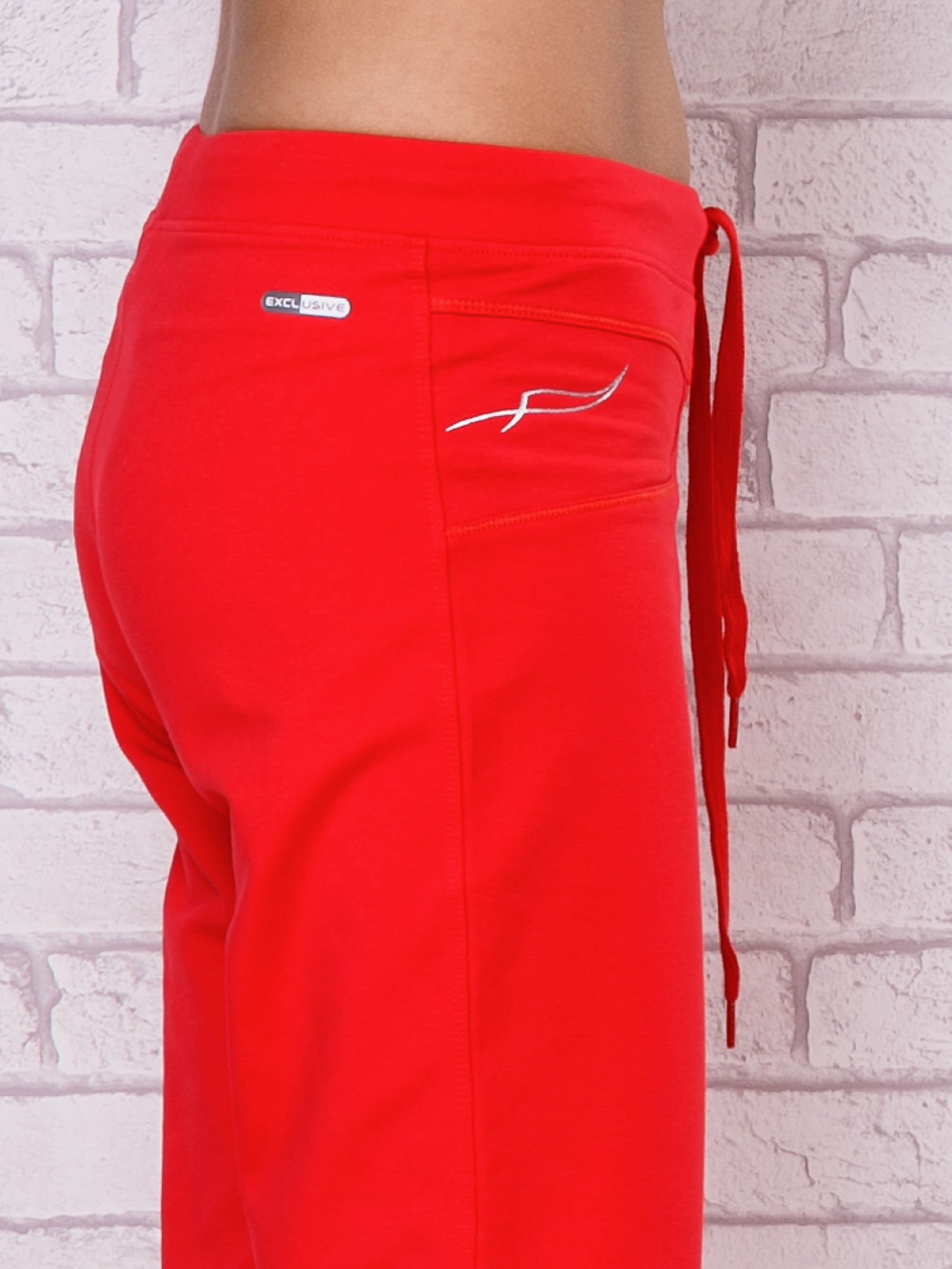 Różowe spodnie sportowe capri ze ściąganą nogawką                                  zdj.                                  5