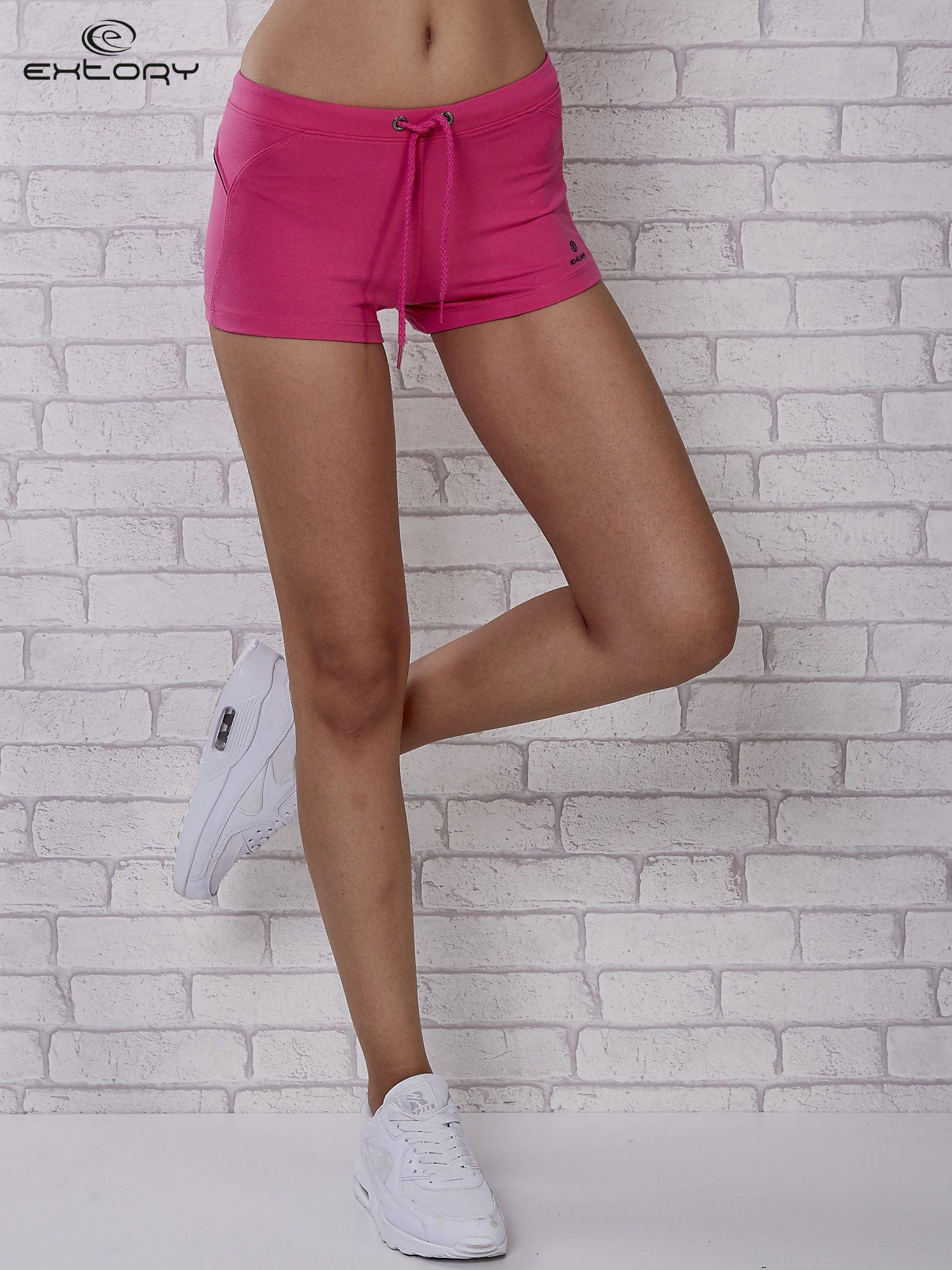 Różowe szorty sportowe z czarną wstawką                                  zdj.                                  2