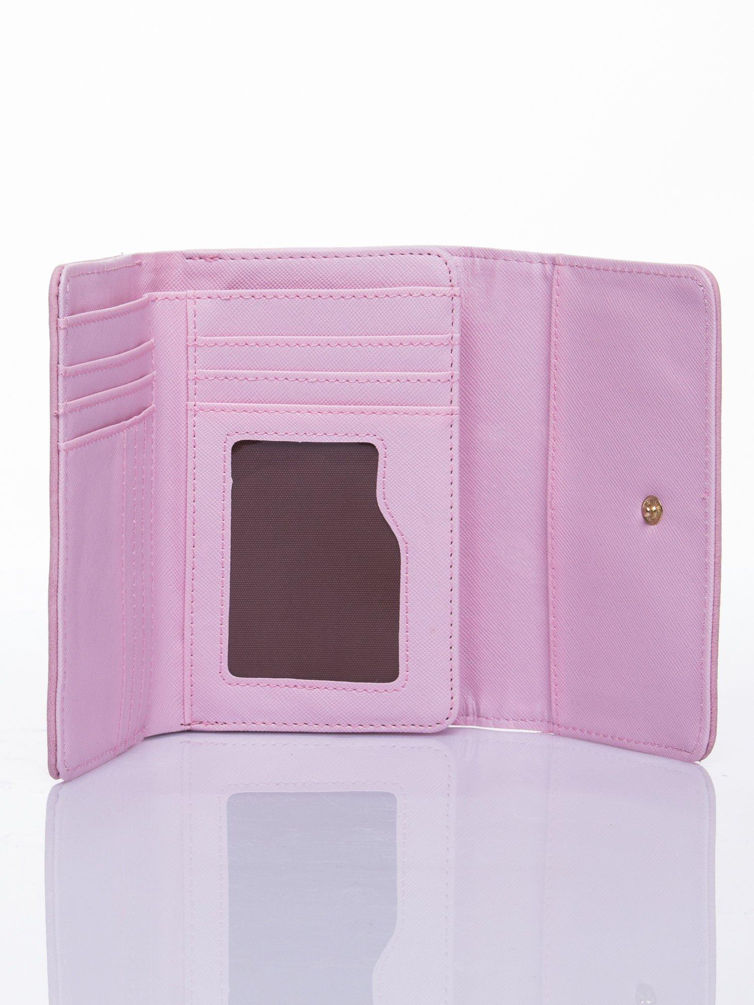 Różowy ażurowany portfel ze złotym zapięciem                                  zdj.                                  3