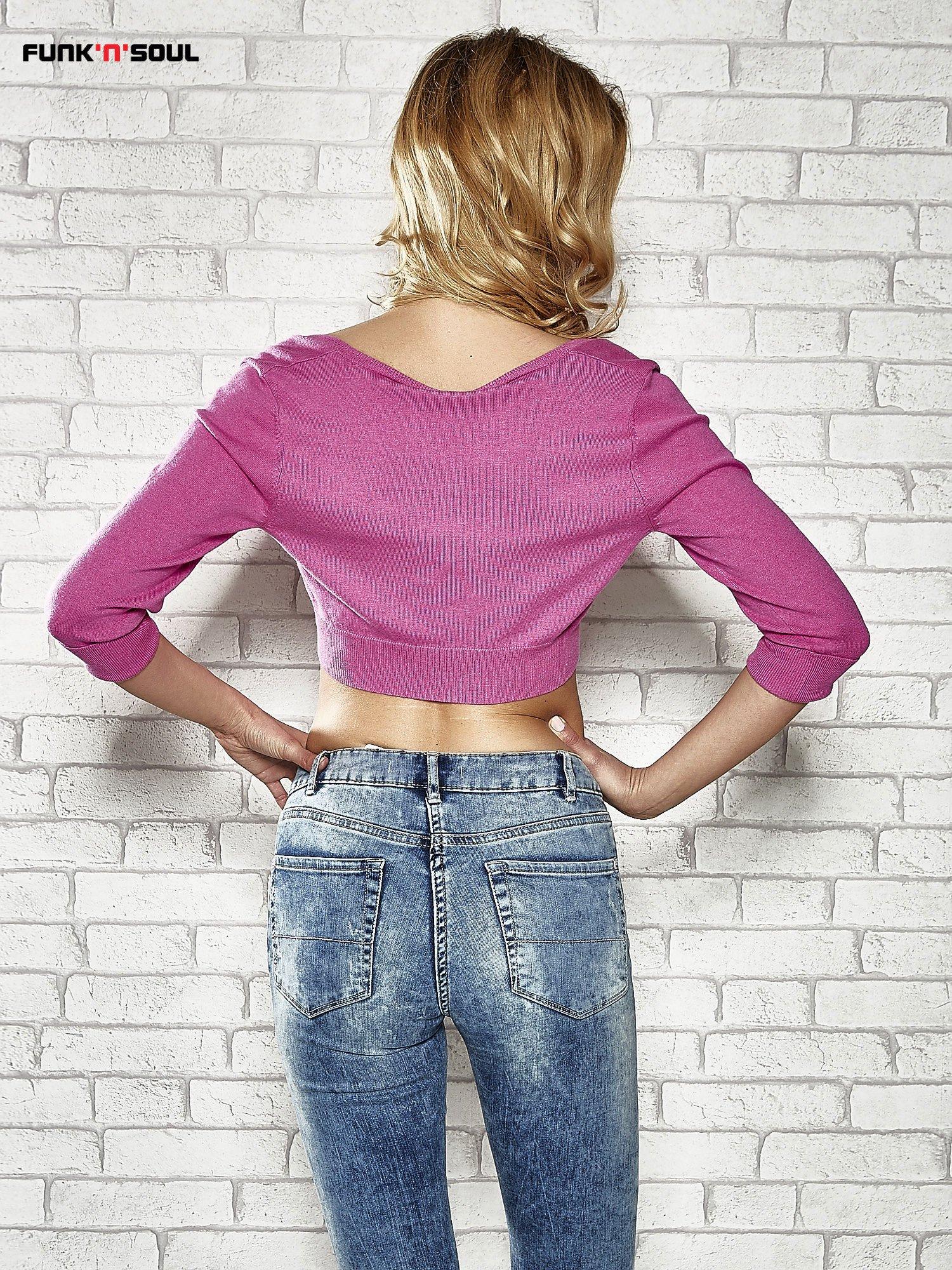 Różowy sweter cropped z guzikami Funk n Soul                                  zdj.                                  2