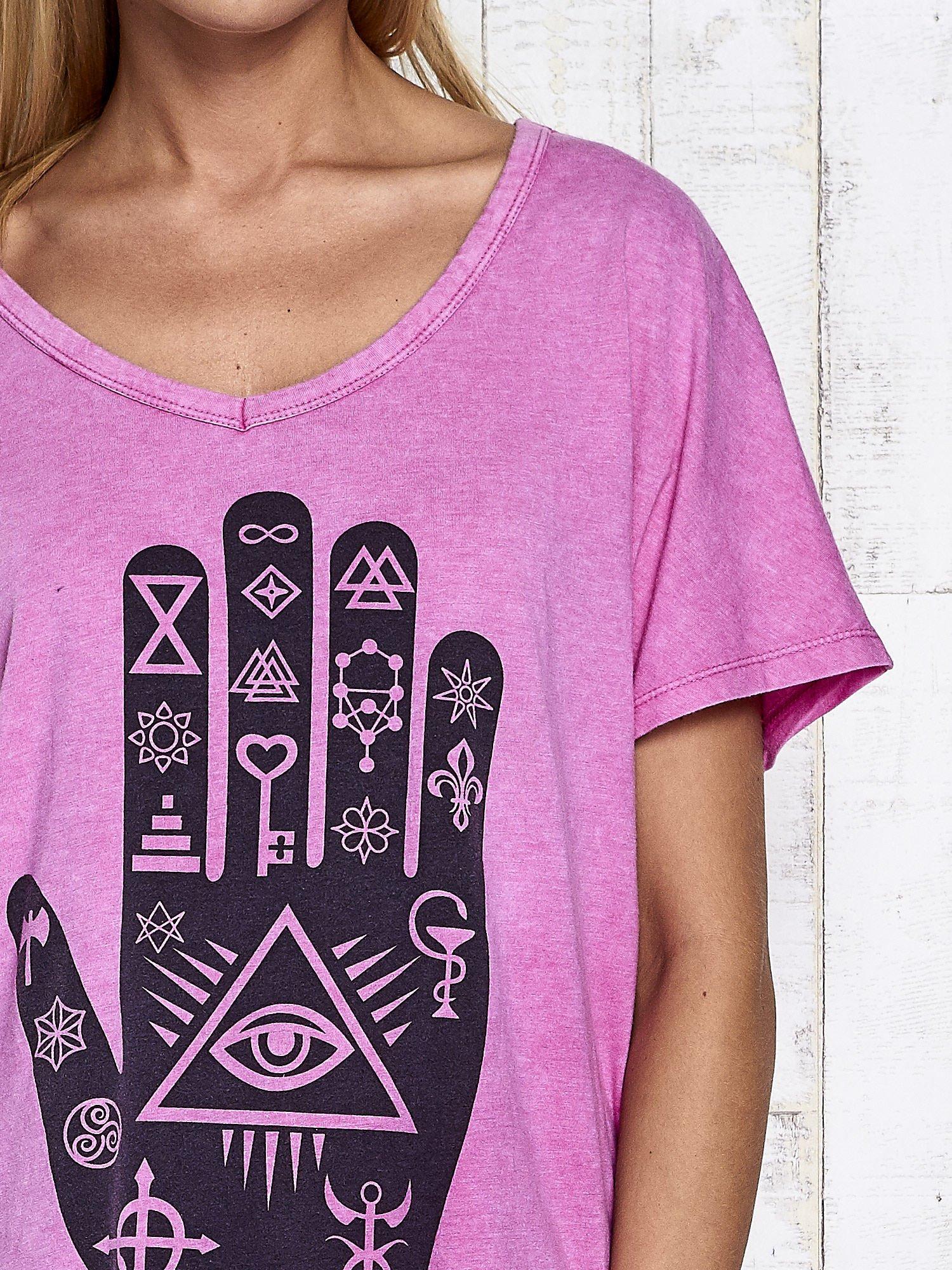 Różowy t-shirt oversize z orientalnym nadrukiem                                  zdj.                                  6