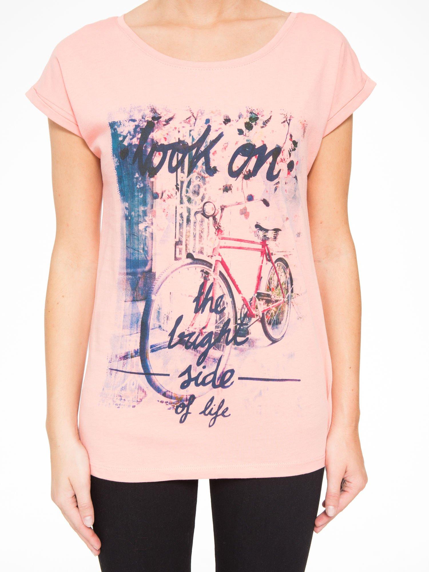 Różowy t-shirt z nadrukiem roweru                                  zdj.                                  7