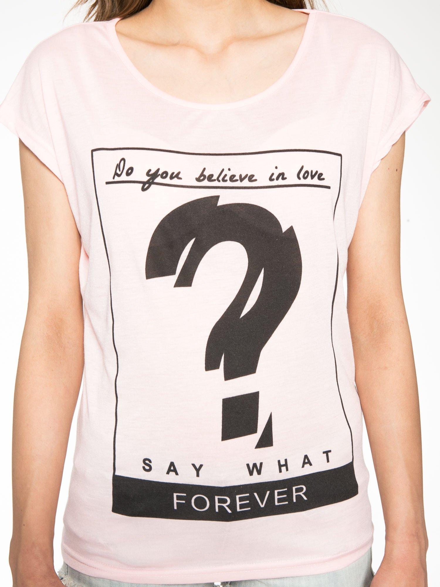 Różowy t-shirt z napisem DO YOU BELIEVE IN LOVE?                                  zdj.                                  7
