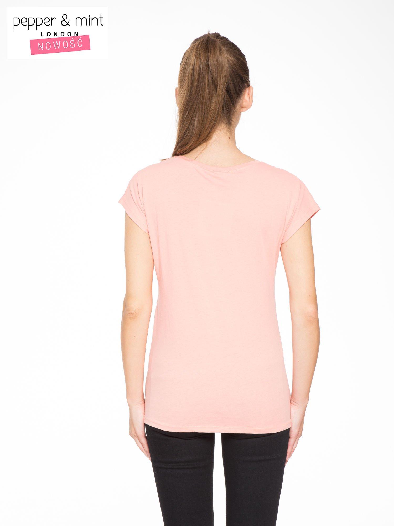 Rózowy t-shirt z napisem THE BEST IS YET TO COME                                  zdj.                                  3