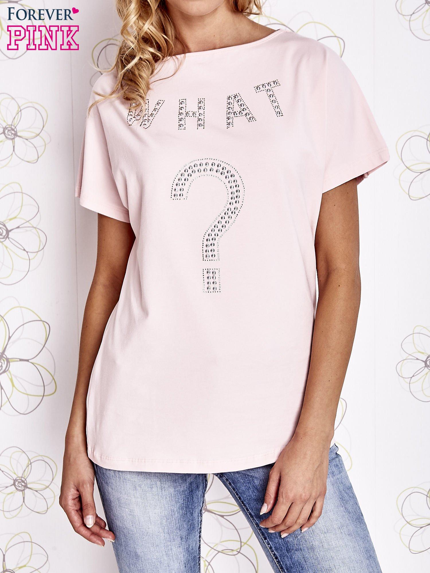 Różowy t-shirt z napisem i trójkątnym wycięciem na plecach                                  zdj.                                  1