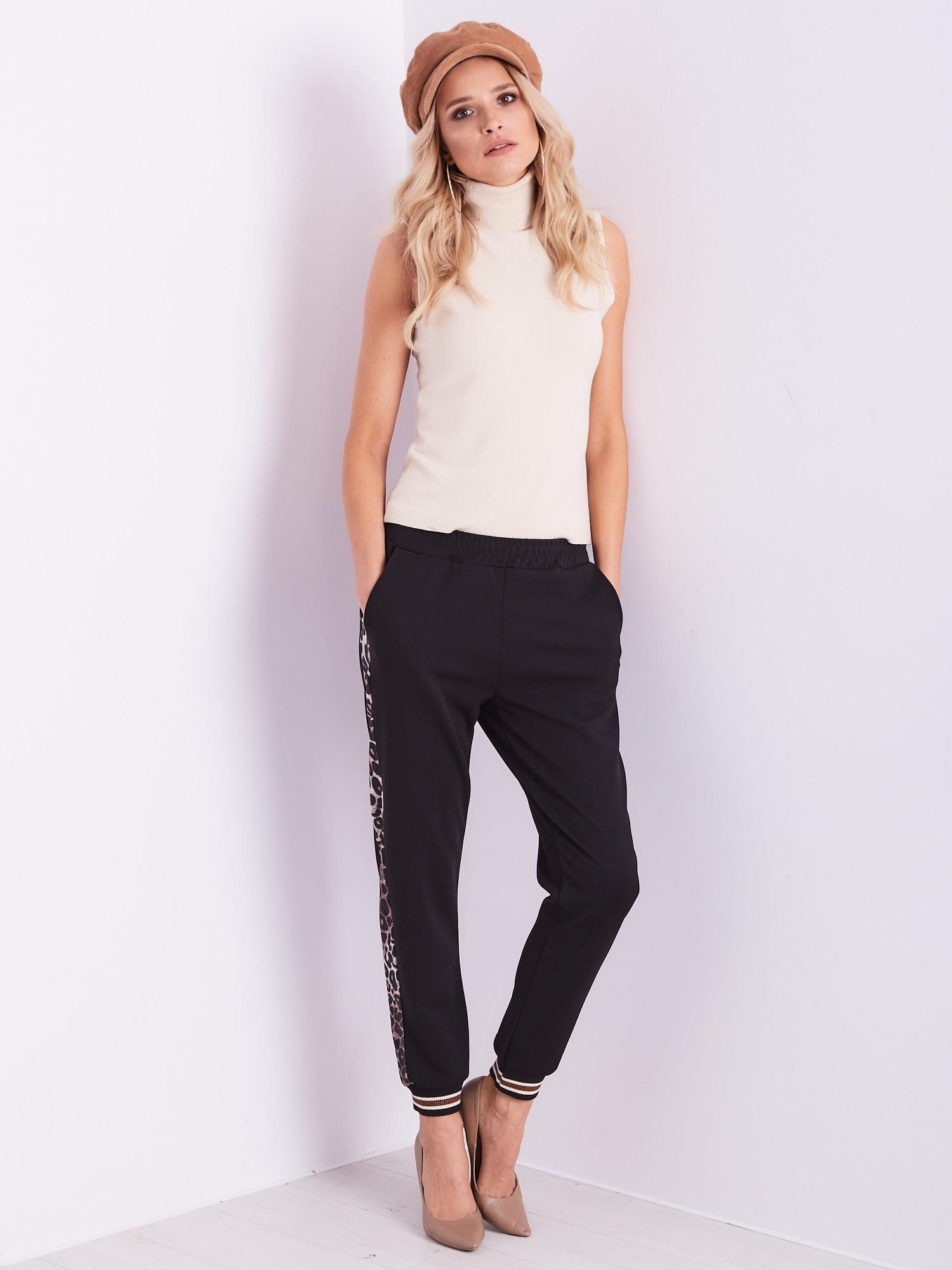 7f30f9453c715 Czarne spodnie dresowe z lampasami - Spodnie z materiału - sklep ...