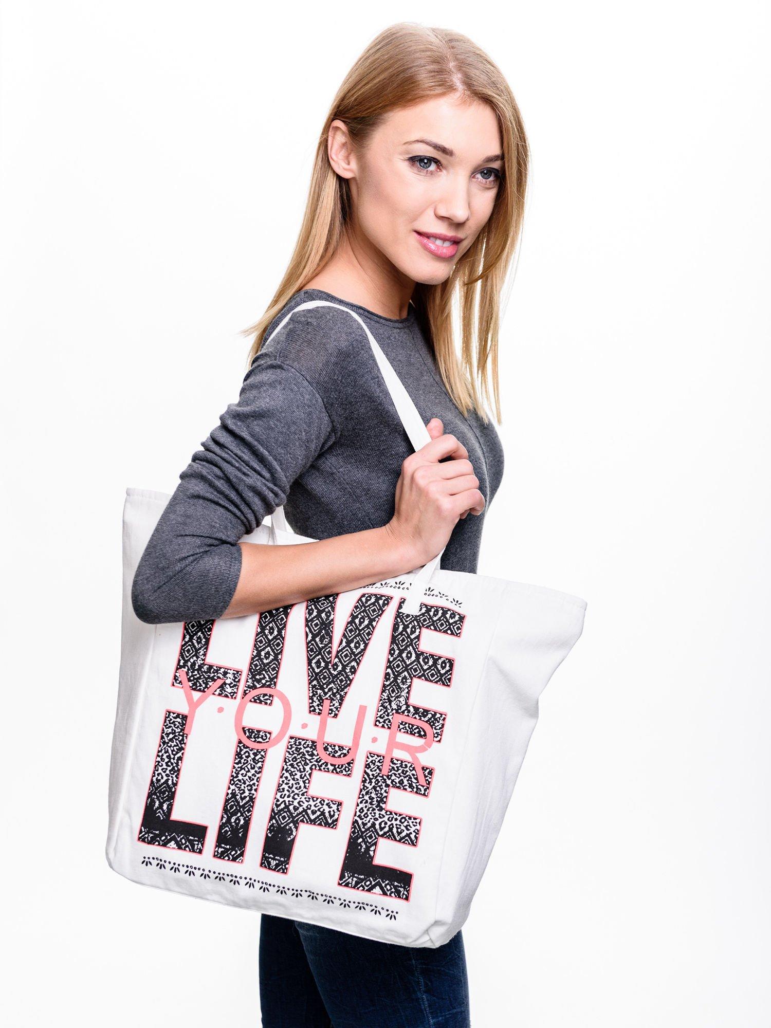 STRADIVARIUS Białe ekotorba typu shopper bag z napisem LOVE YOUR LIFE                                  zdj.                                  2