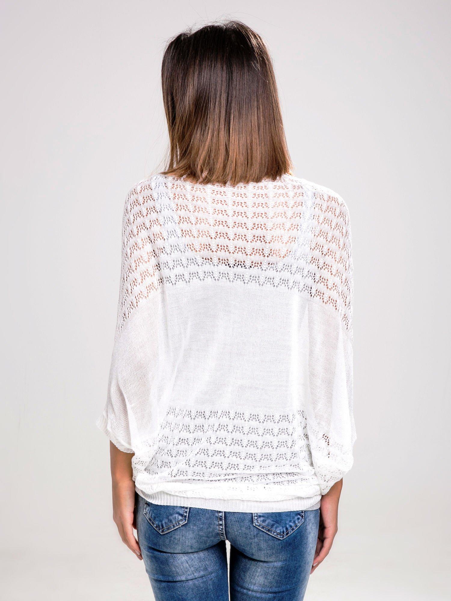 STRADIVARIUS Biały sweter narzutka z ażurowego materiału                                  zdj.                                  2