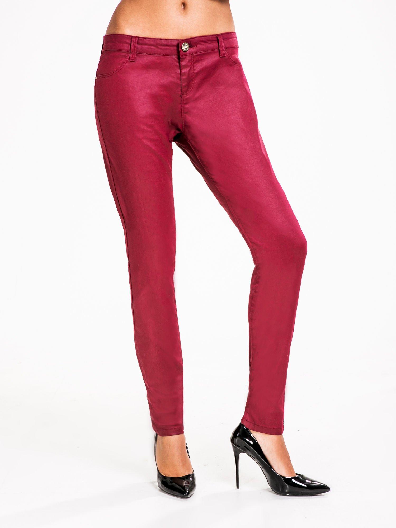 5918024fc76b STRADIVARIUS Bordowe spodnie rurki woskowane - Spodnie z materiału ...