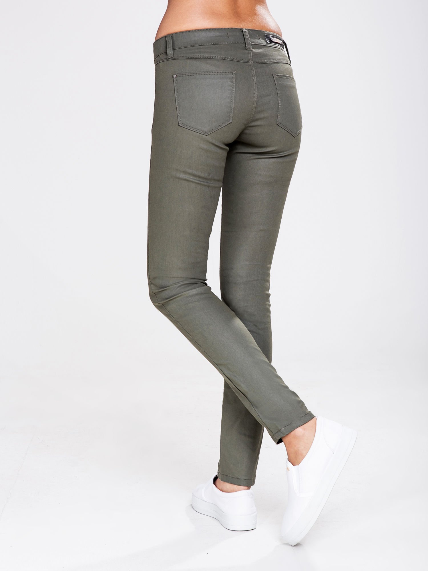 STRADIVARIUS Khaki spodnie rurki z woskowanego materiału                                  zdj.                                  2