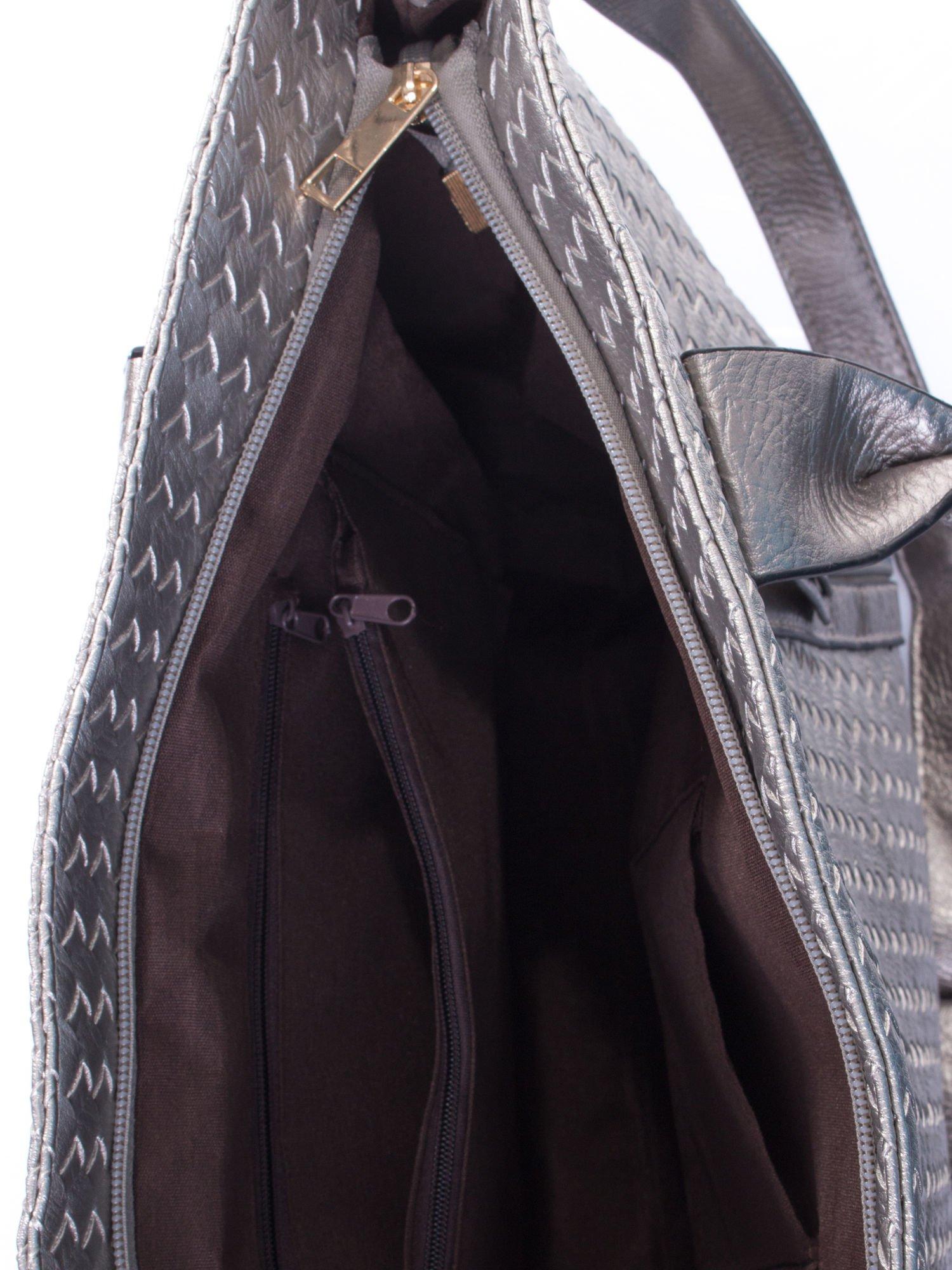 Srebrna pleciona torebka z suwakami                                  zdj.                                  5