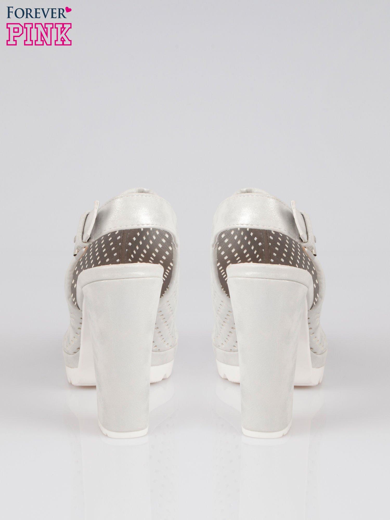 Srebrne ażurowe sandały na słupku                                  zdj.                                  3
