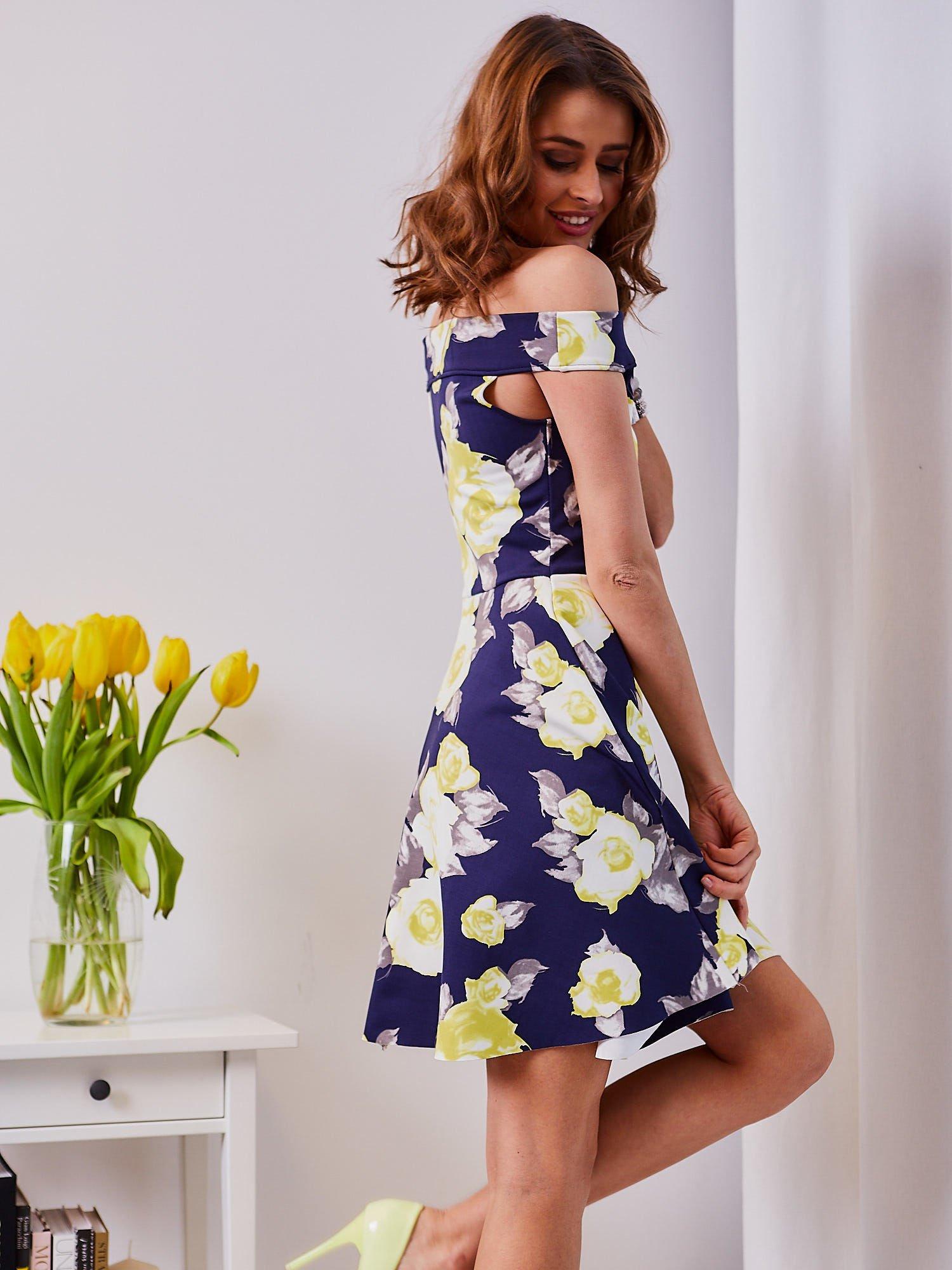 9673b157bac88 Sukienka granatowa w żółte kwiaty - Sukienka koktajlowa - sklep ...