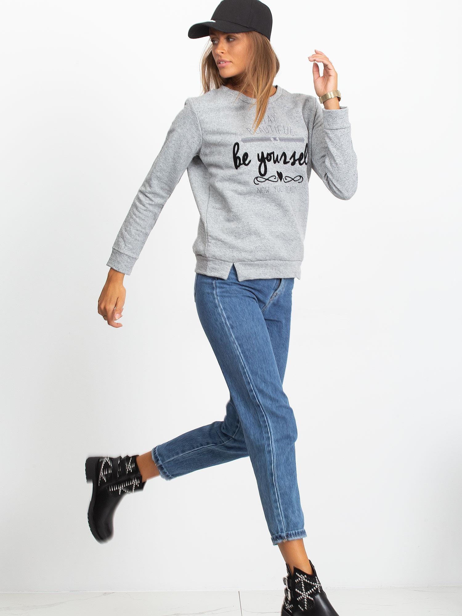 Szara bluza oversize z napisem STAY BEAUTIFUL                                  zdj.                                  2