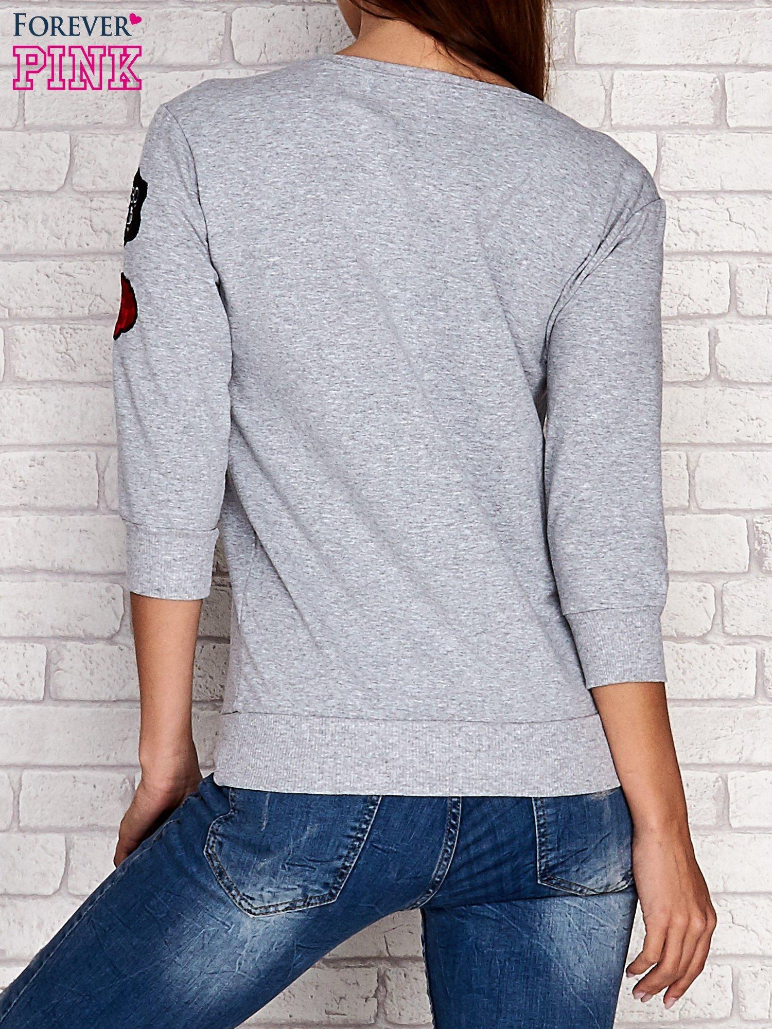 Szara bluza z naszywkami na rękawie                                  zdj.                                  2
