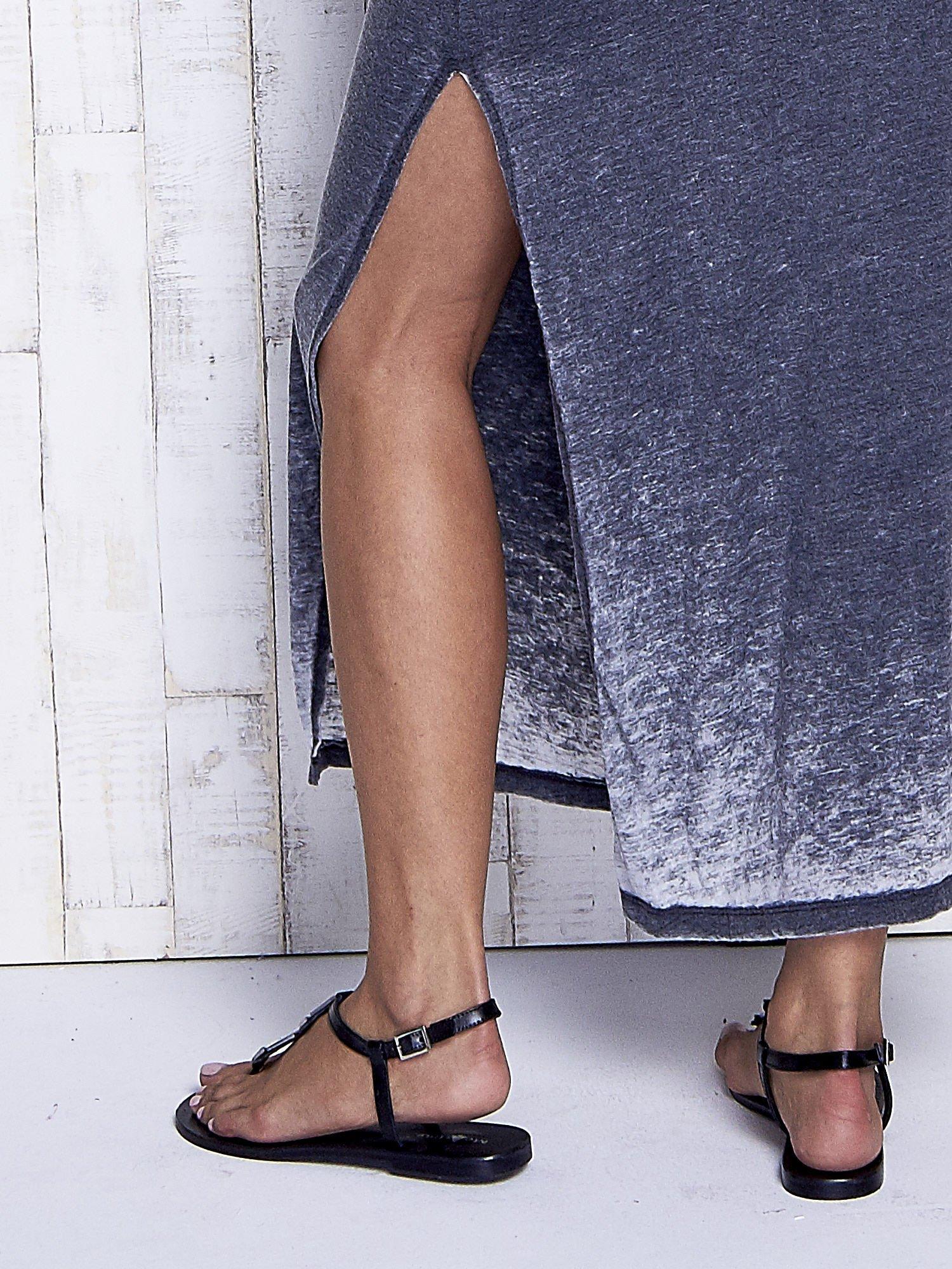 Szara dekatyzowana sukienka maxi na gumkę                                  zdj.                                  7